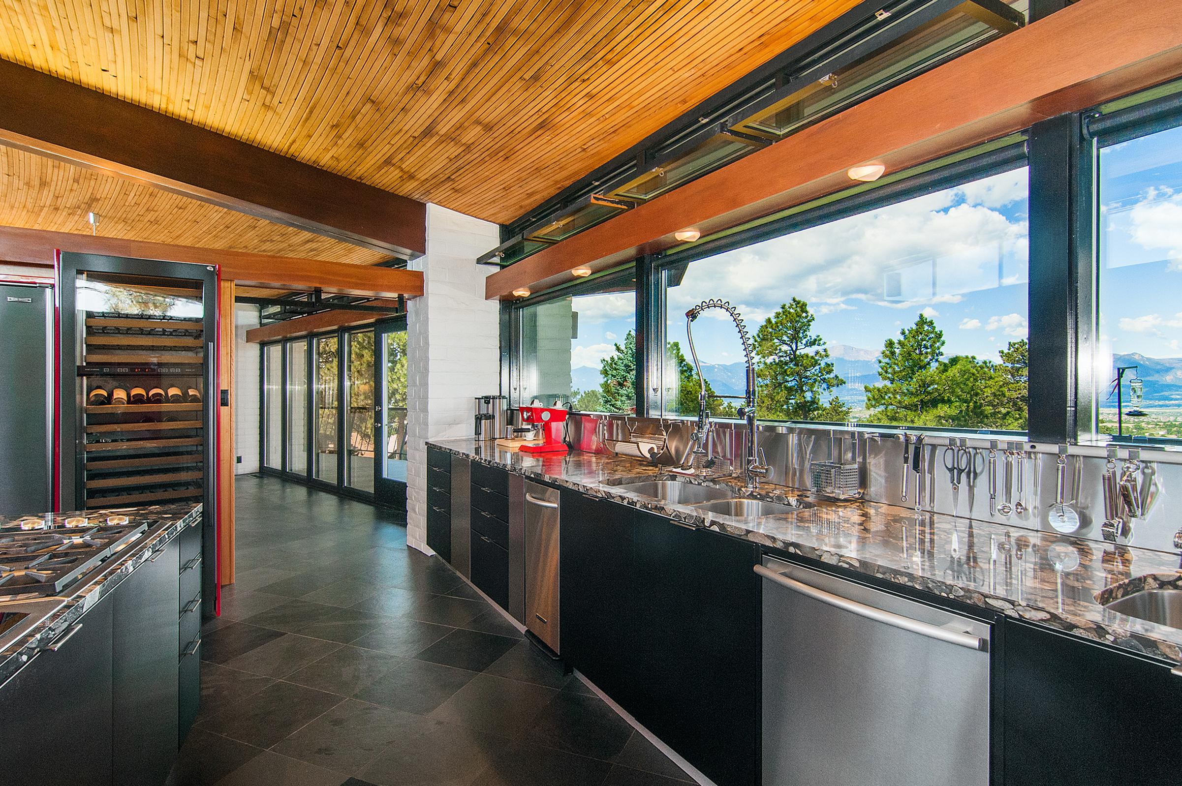 1377648_Kitchen_high.jpg