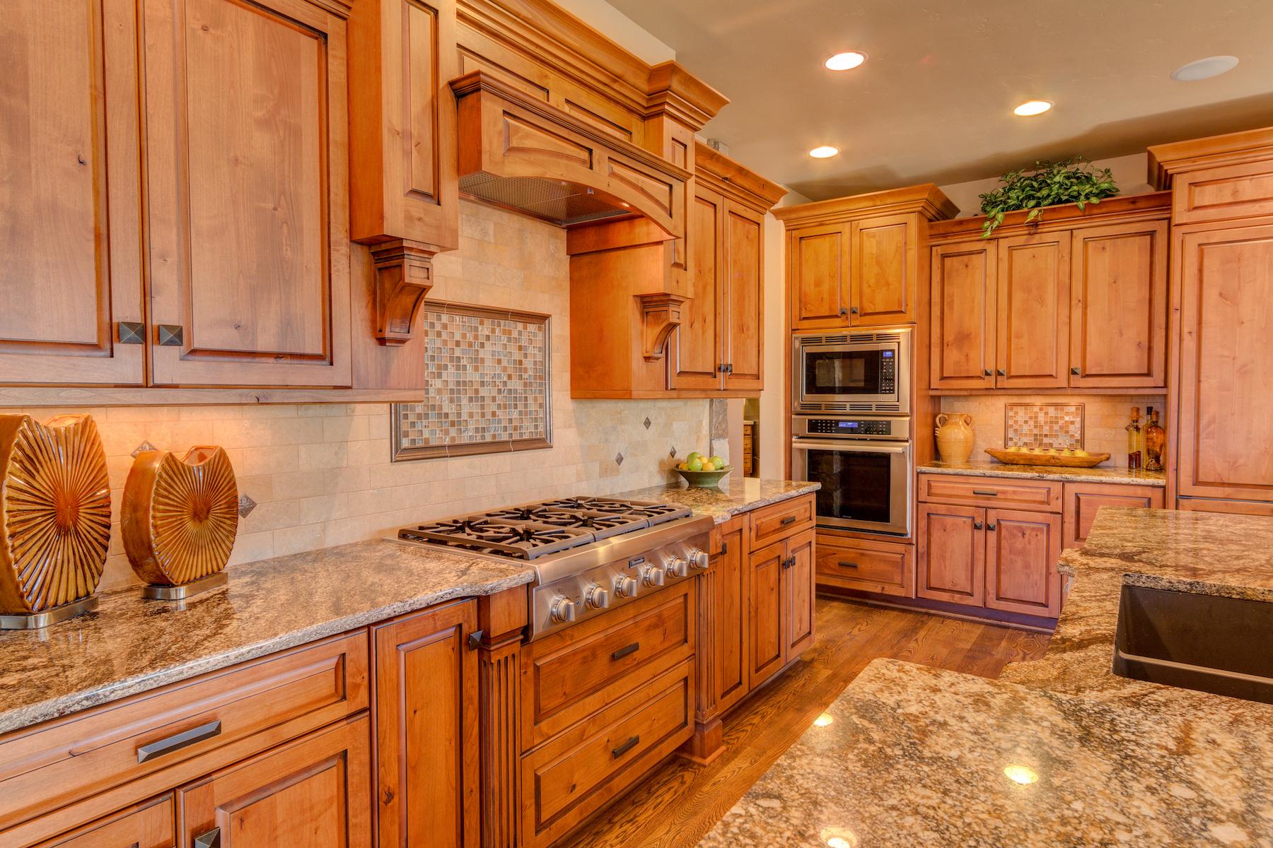 16 - Kitchen.jpg