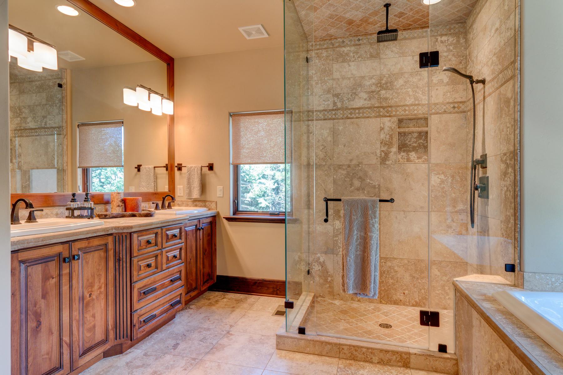 20 - Master Bath.jpg