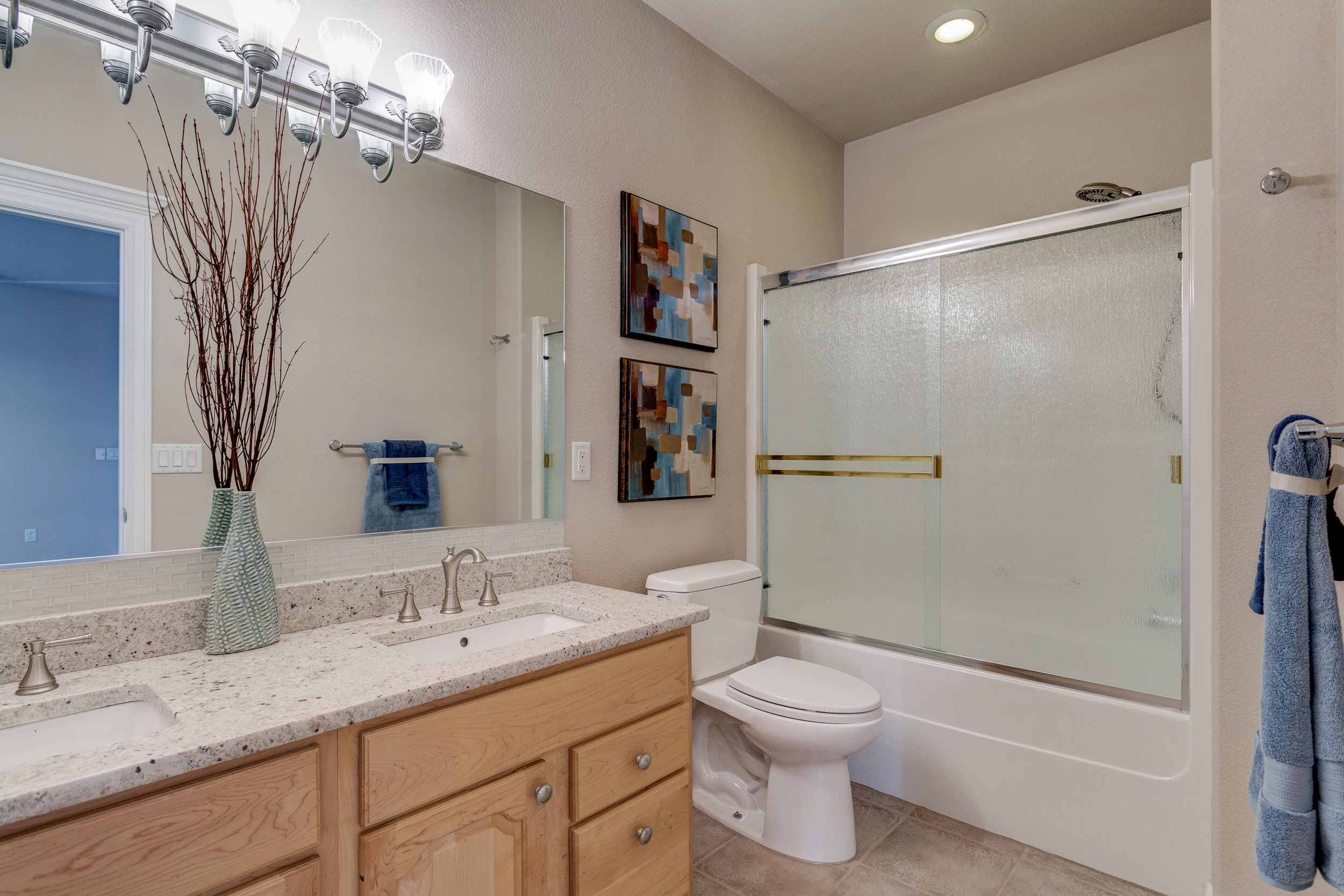 26 - Guest Bathroom.jpg