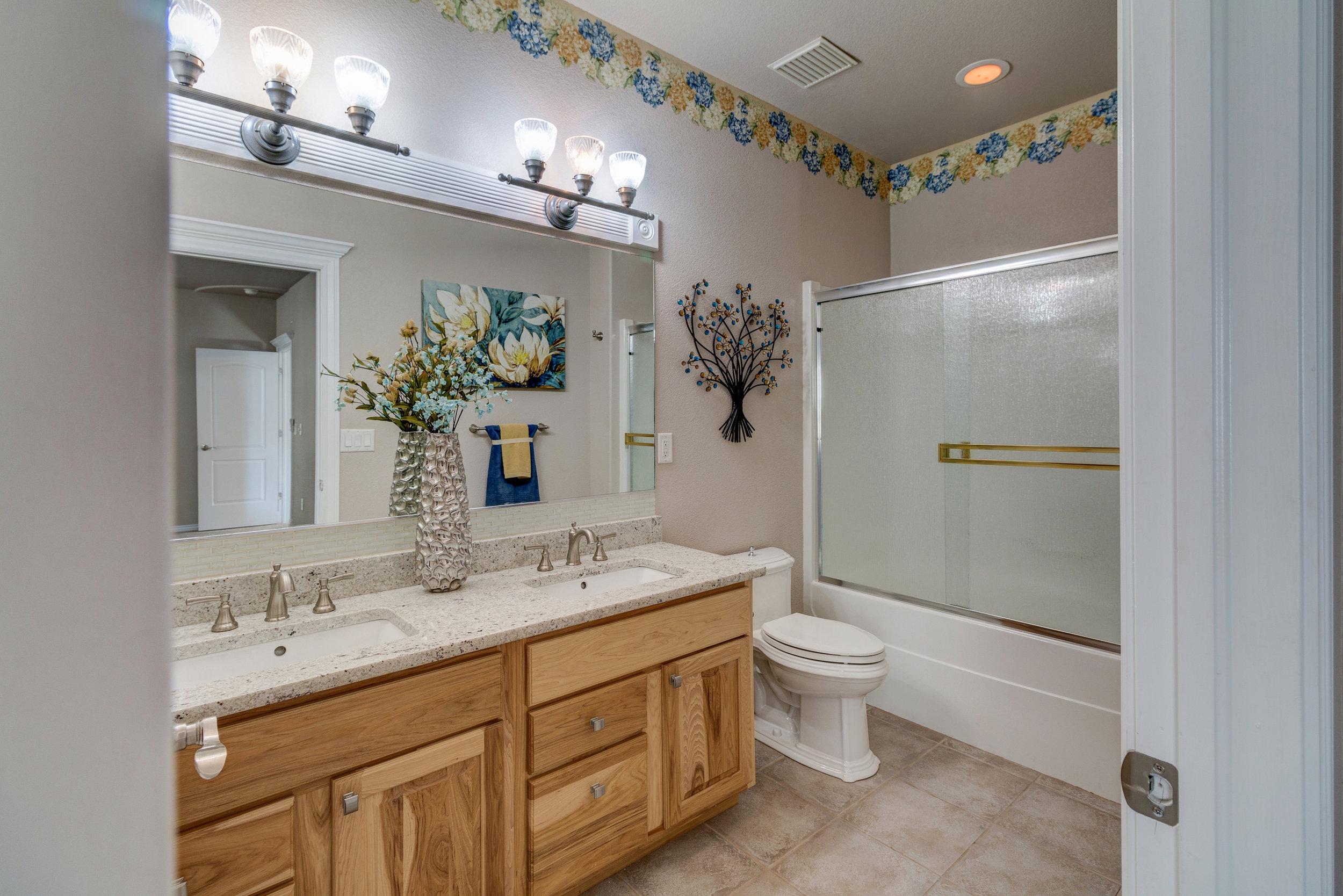 32 - Guest Bathroom.jpg