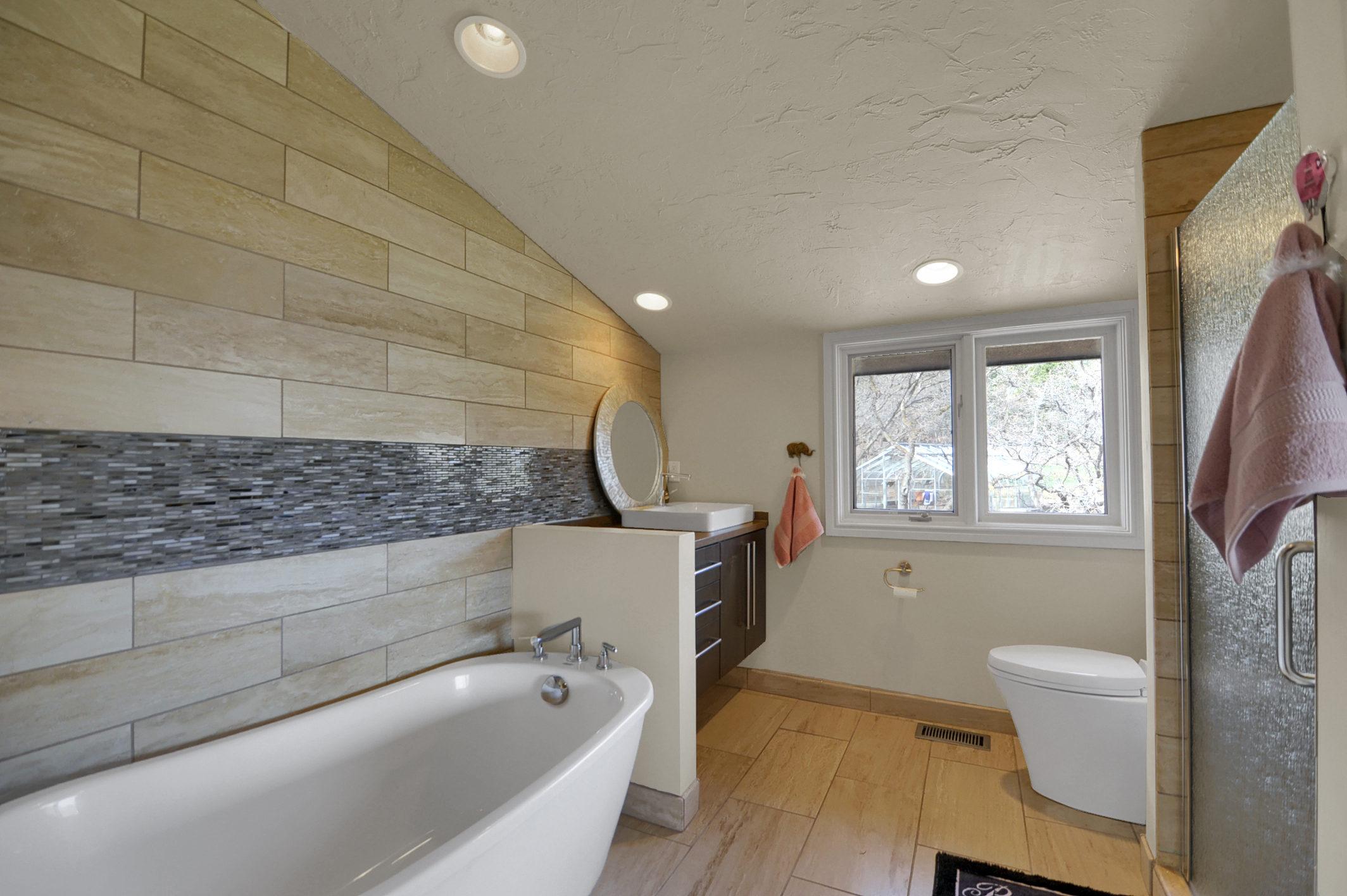 22-Guest Bathroom.jpg