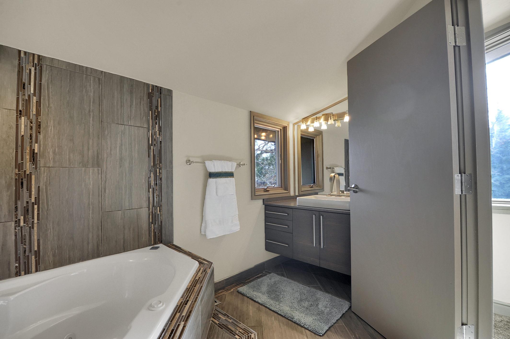 23-Guest Bathroom.jpg