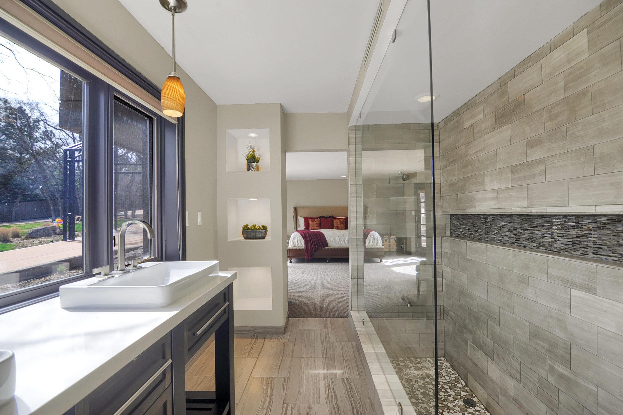 25-Guest Bathroom.jpg