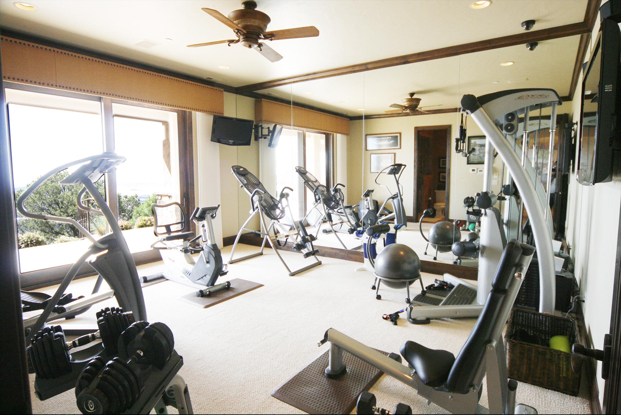 23-Exercise Room.jpg