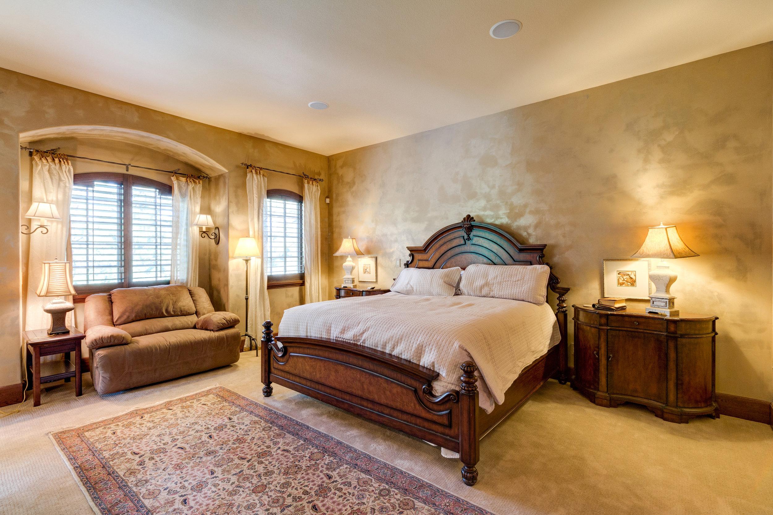 17-Master Bedroom.jpg