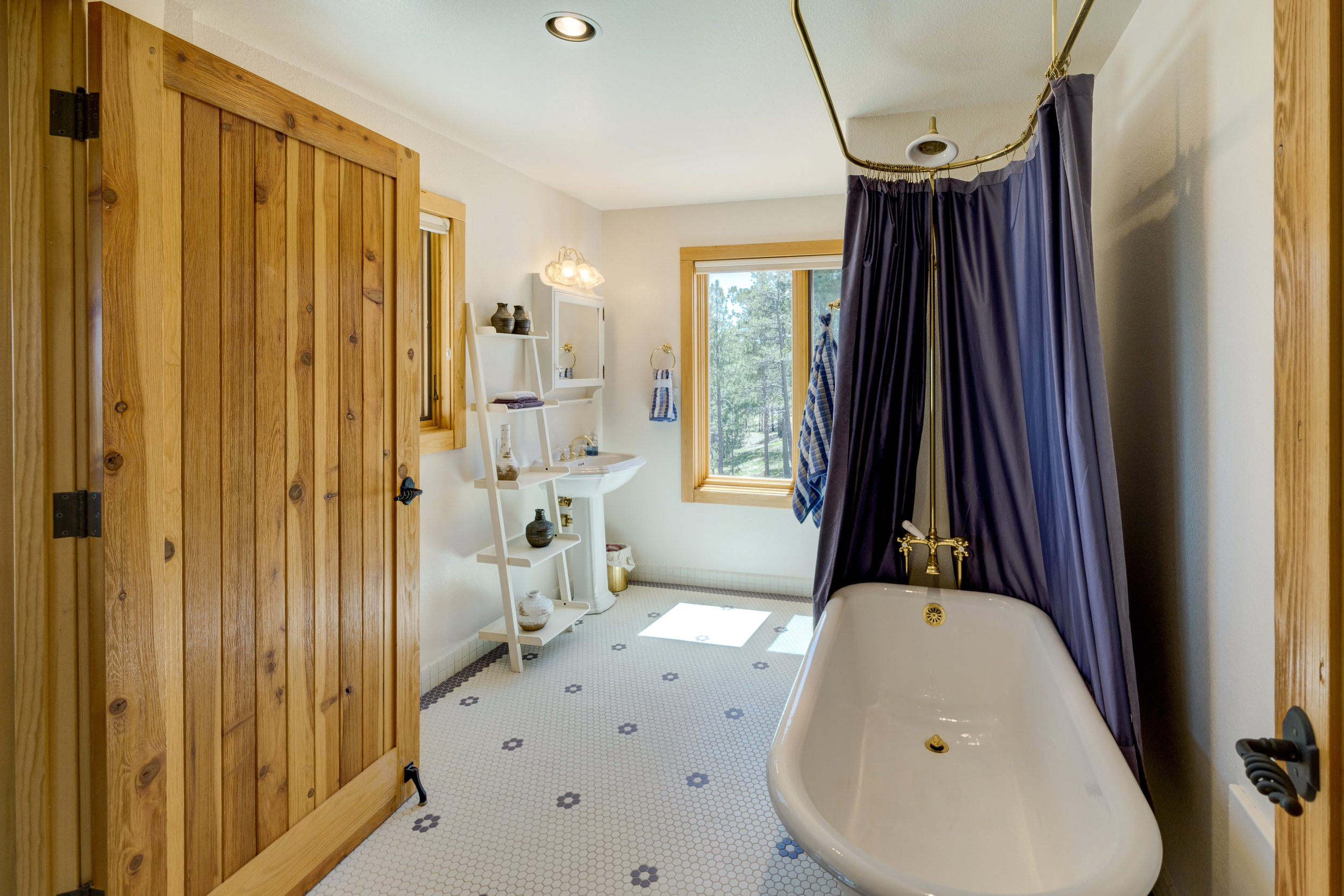 27-Guest Bathroom.jpg