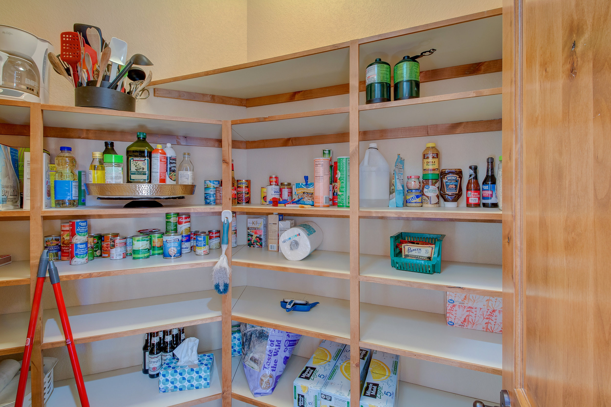 15-Kitchen Pantry.jpg