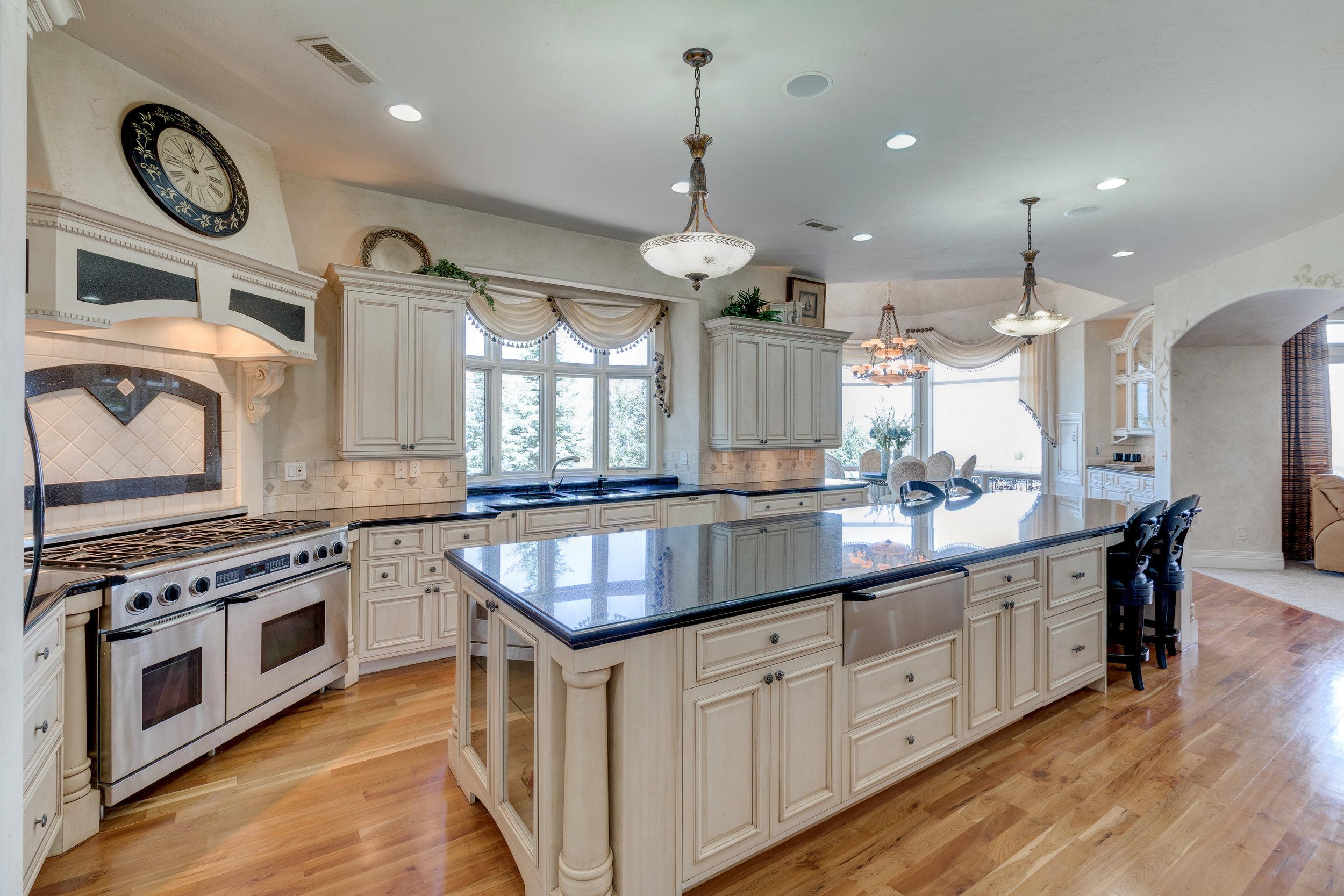 6-Gourmet kitchen.jpg