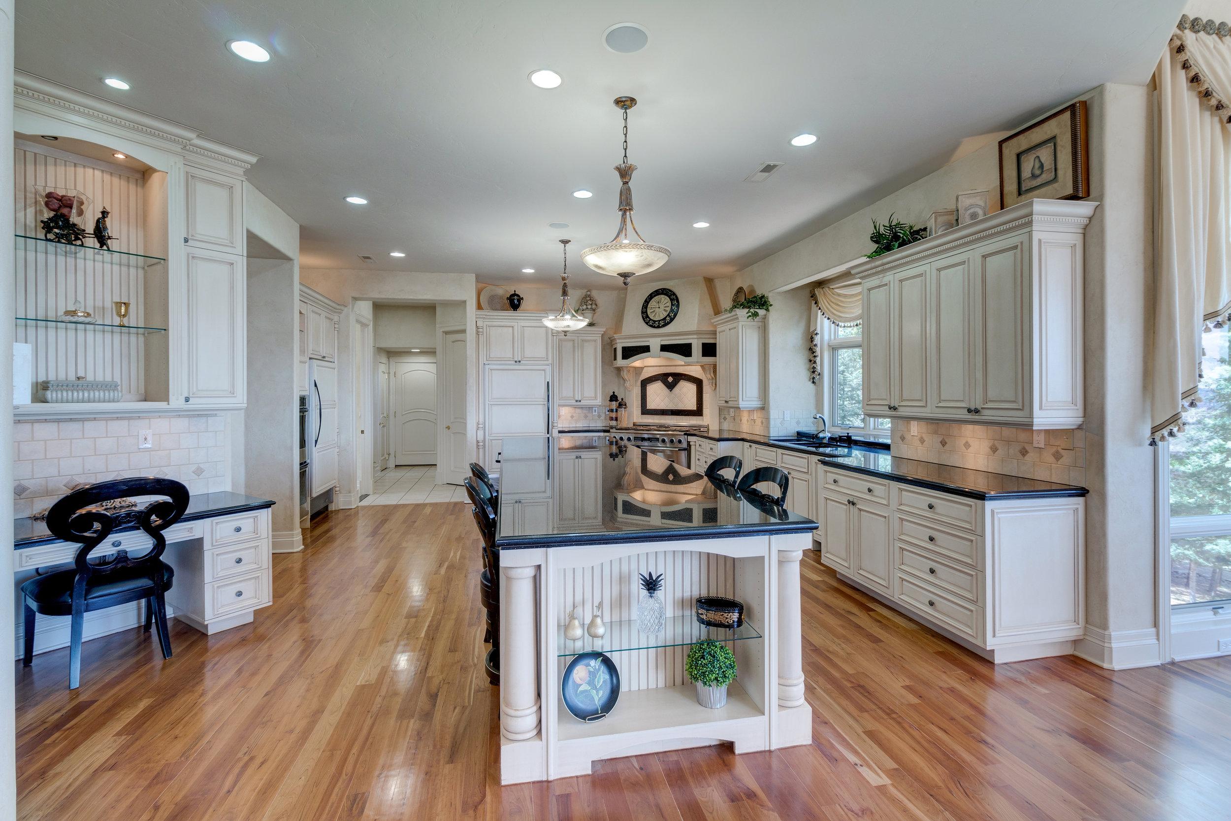 7-Gourmet kitchen.jpg