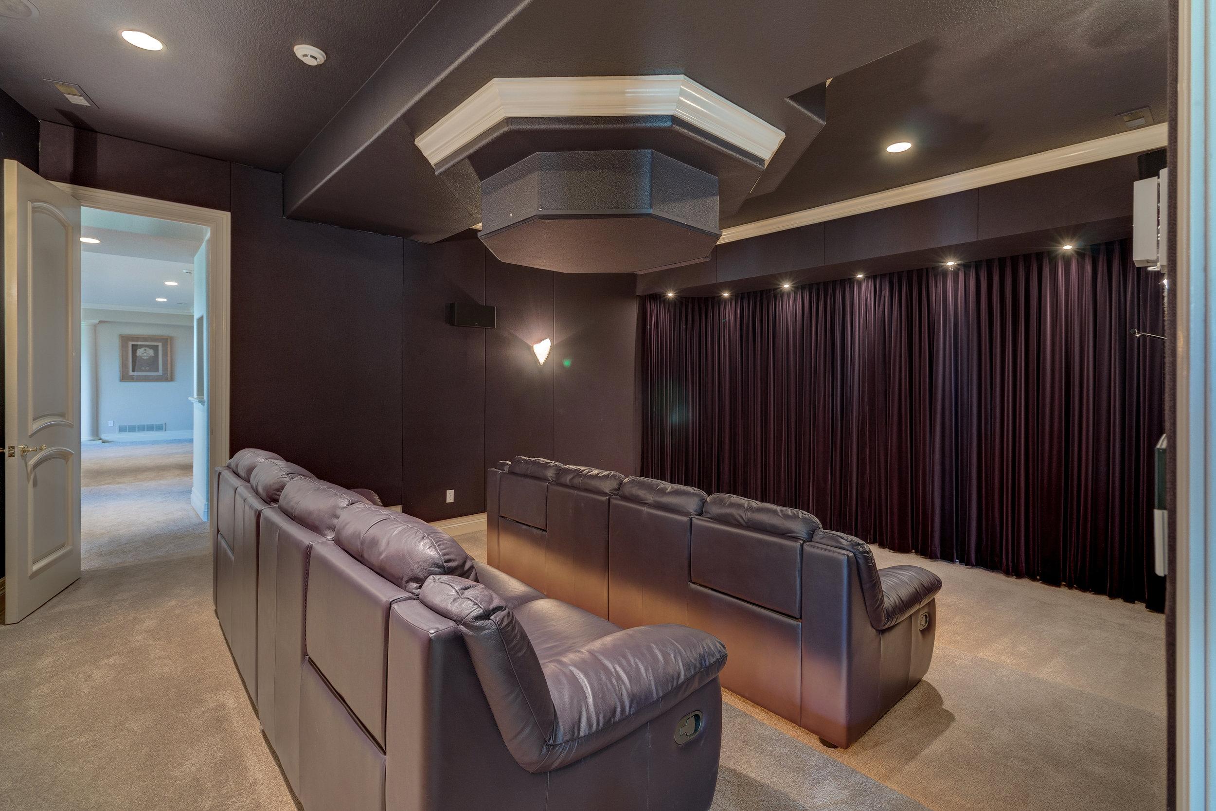20-Deluxe theater.jpg