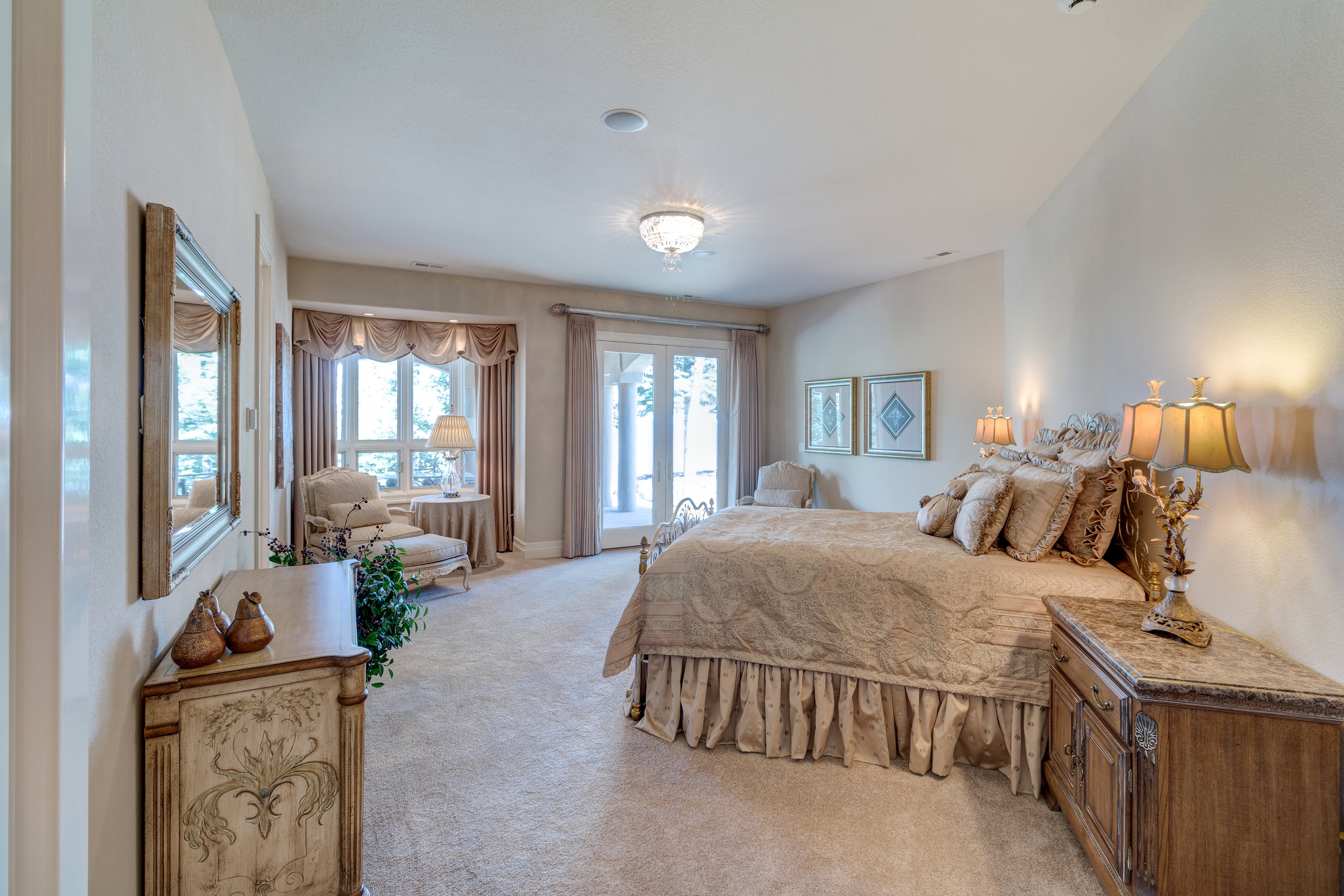 25-2nd master suite on lower level.jpg