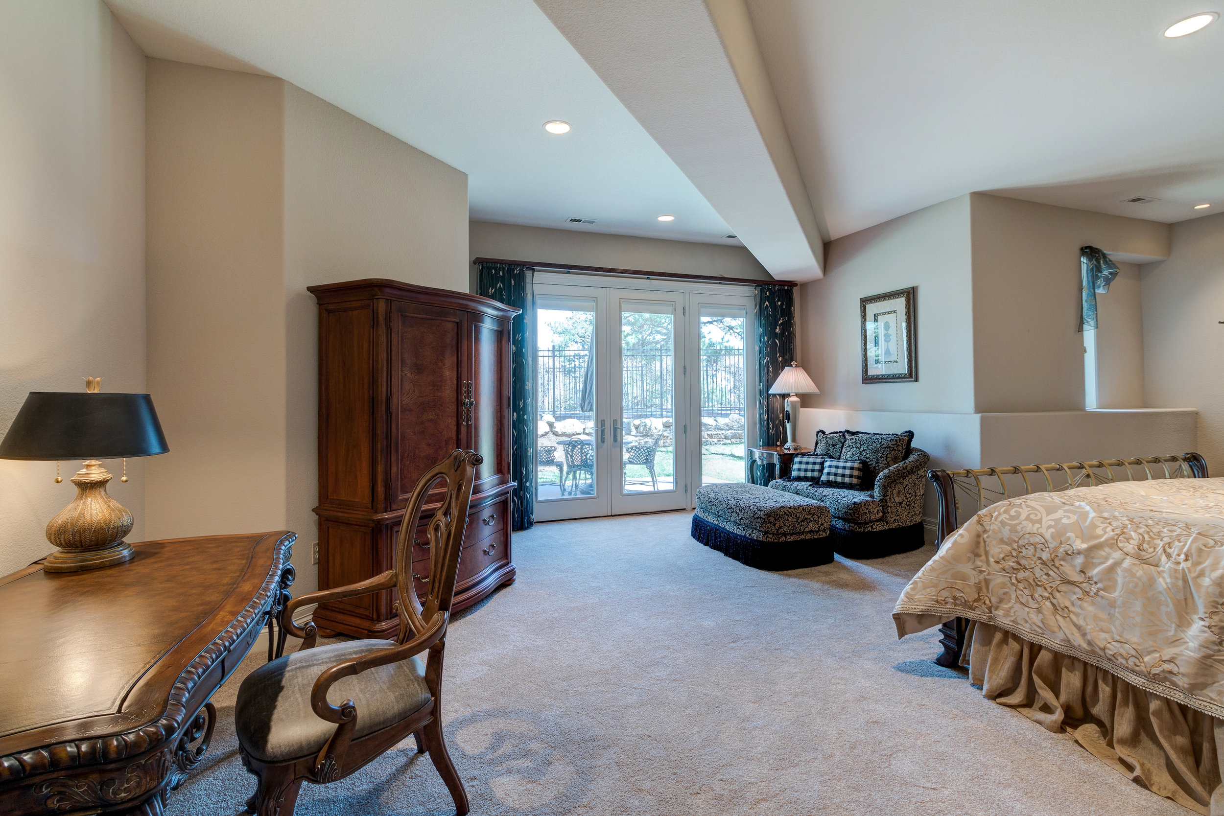 27-Another guest suite.jpg