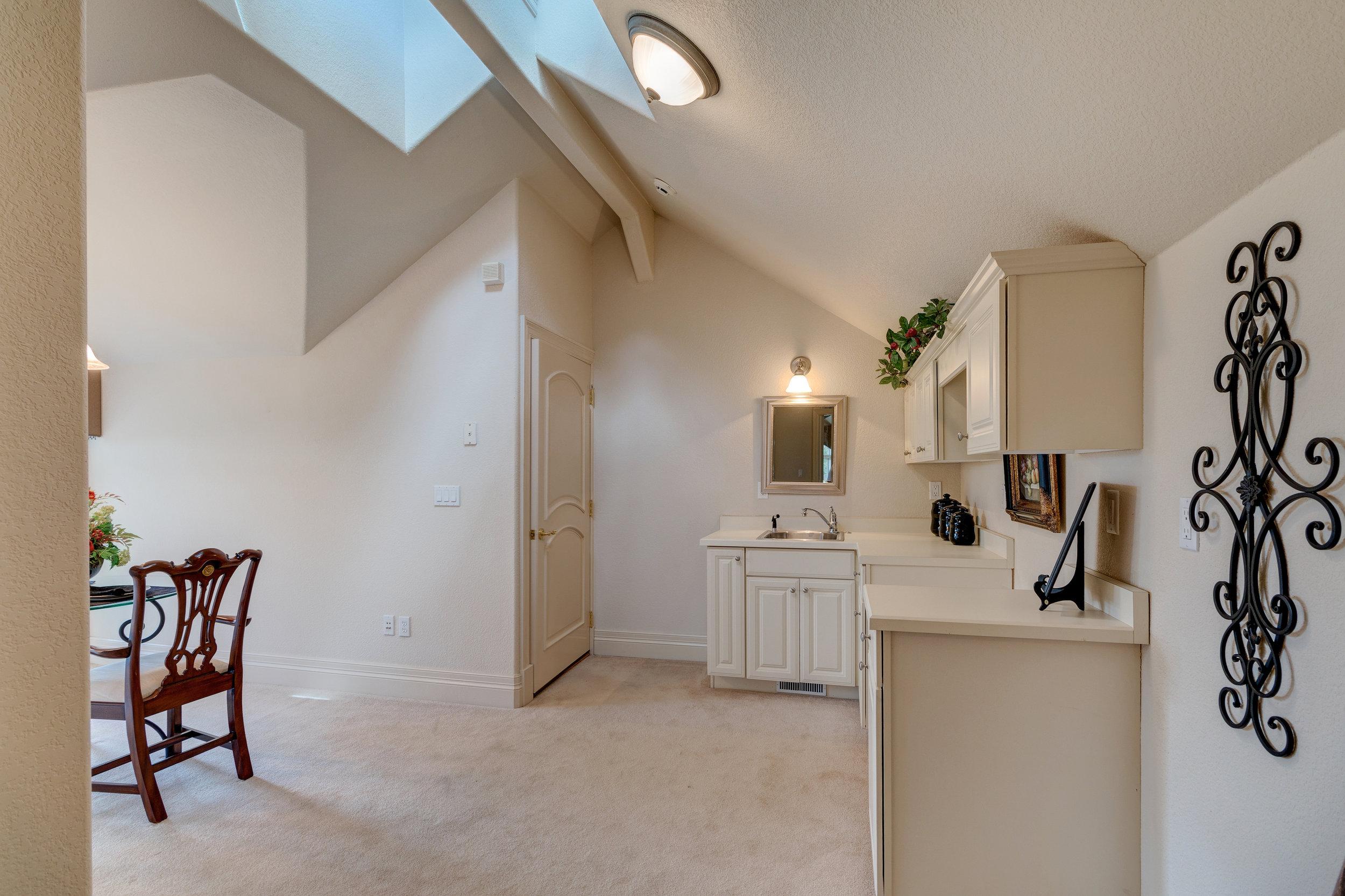 30-Upper level apartment.jpg