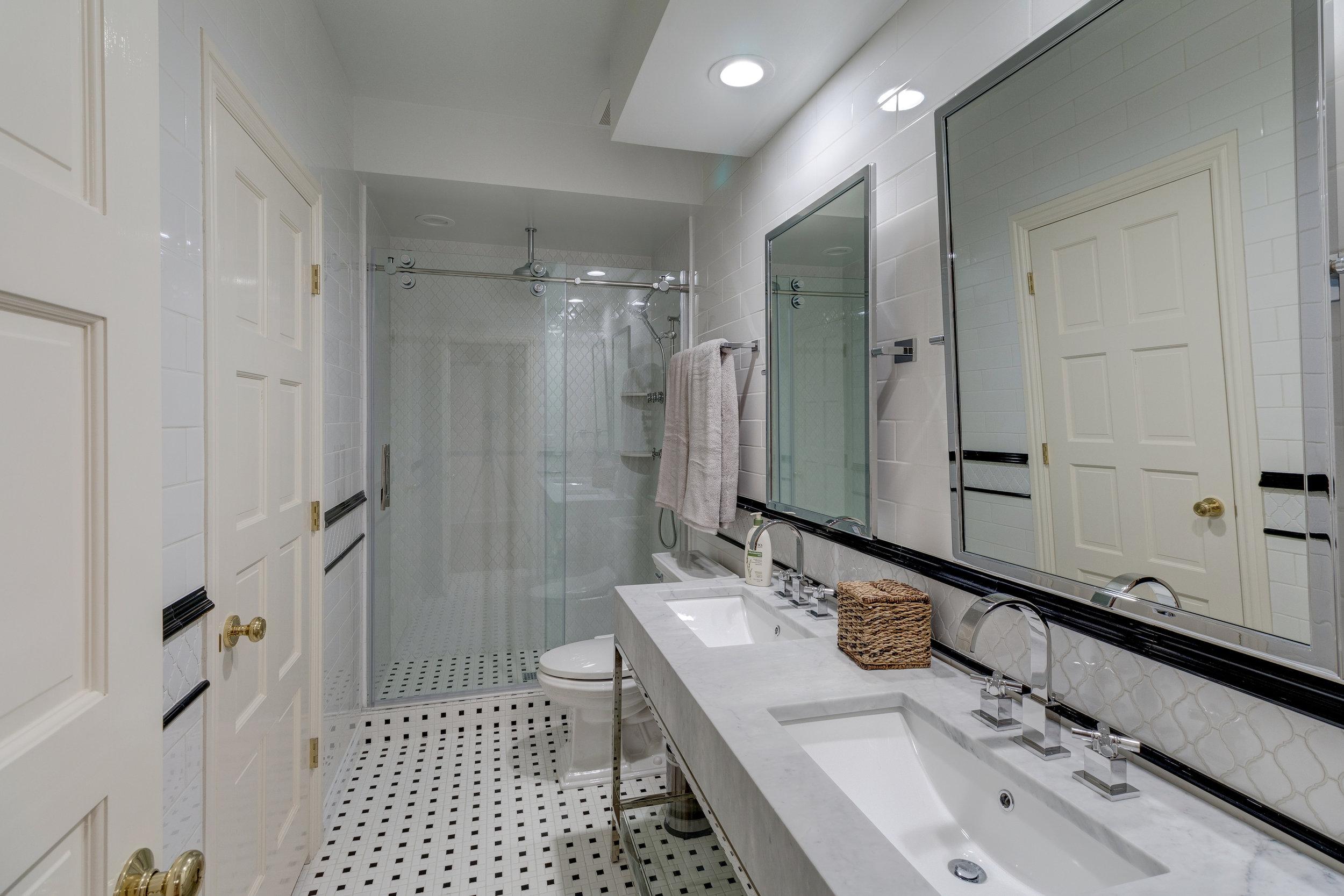 30-Guest bath.jpg