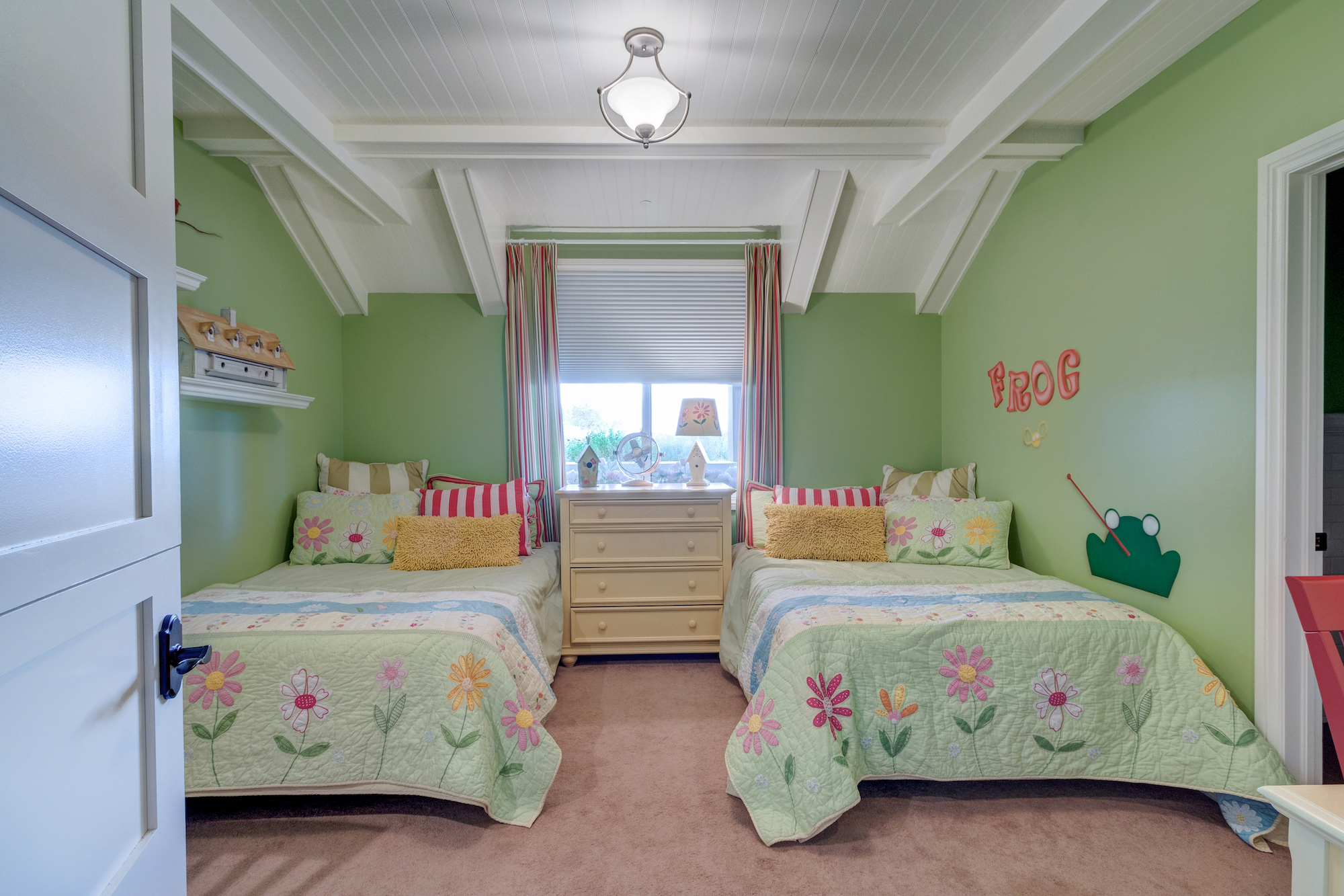 027-Guest room with wainscoted ceiling and adjoining bath.jpg