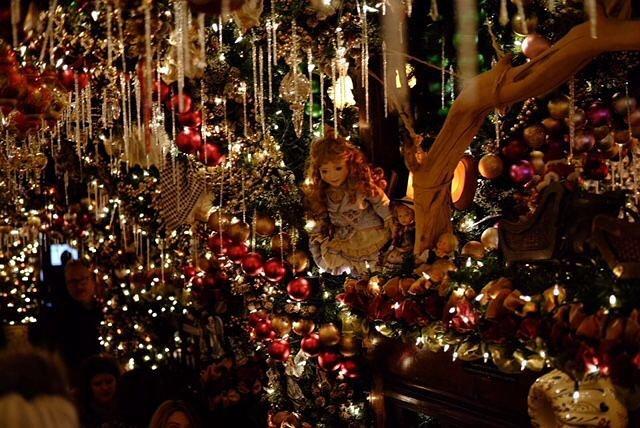 Have a wonderful weekend ✨🎄🎁 . . . #friday #weekend #christmas #christmastime  #newyork #lightstar #christmasstart #rolfsnyc #christmasinnewyork #bst