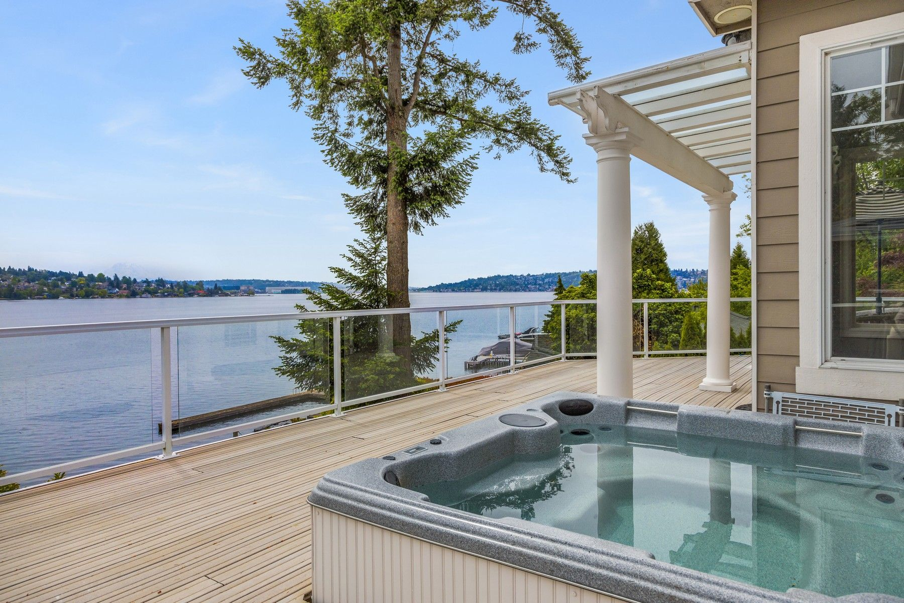By the Numbers - Homes on the Lake Washington shore sold for an average 10.8 percent more than homes on Lake Sammamish; the median price was 25.1 percent greater. Among the 34 waterfront sales at Mercer Island, the average and median selling prices were $4.17 million and $3.08 million, respectively.