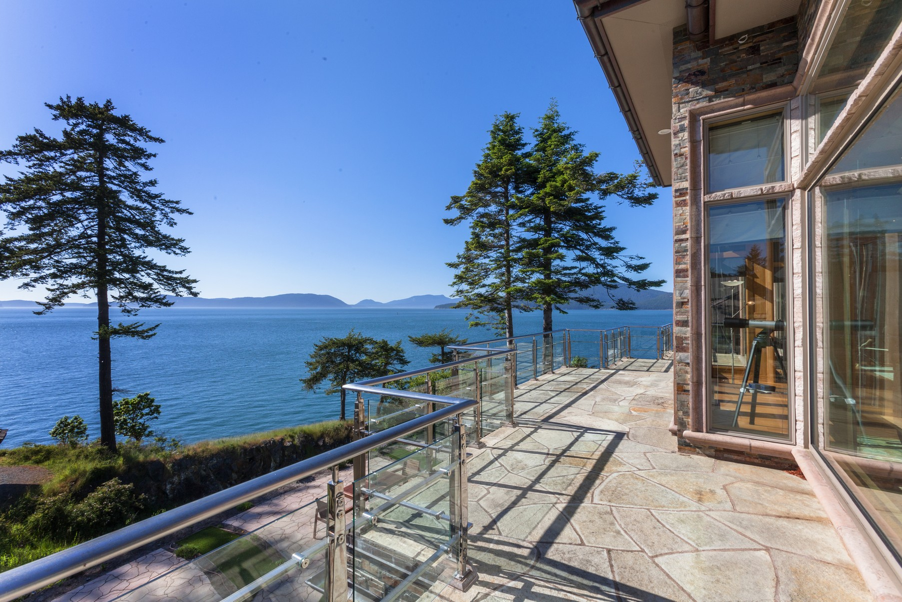 By the Numbers - The average and median selling prices of all 42 waterfront sales at Anacortes were $975,000 and $827,500, respectively. Separately, the four waterfront condominium units sold in this area averaged $685,000.