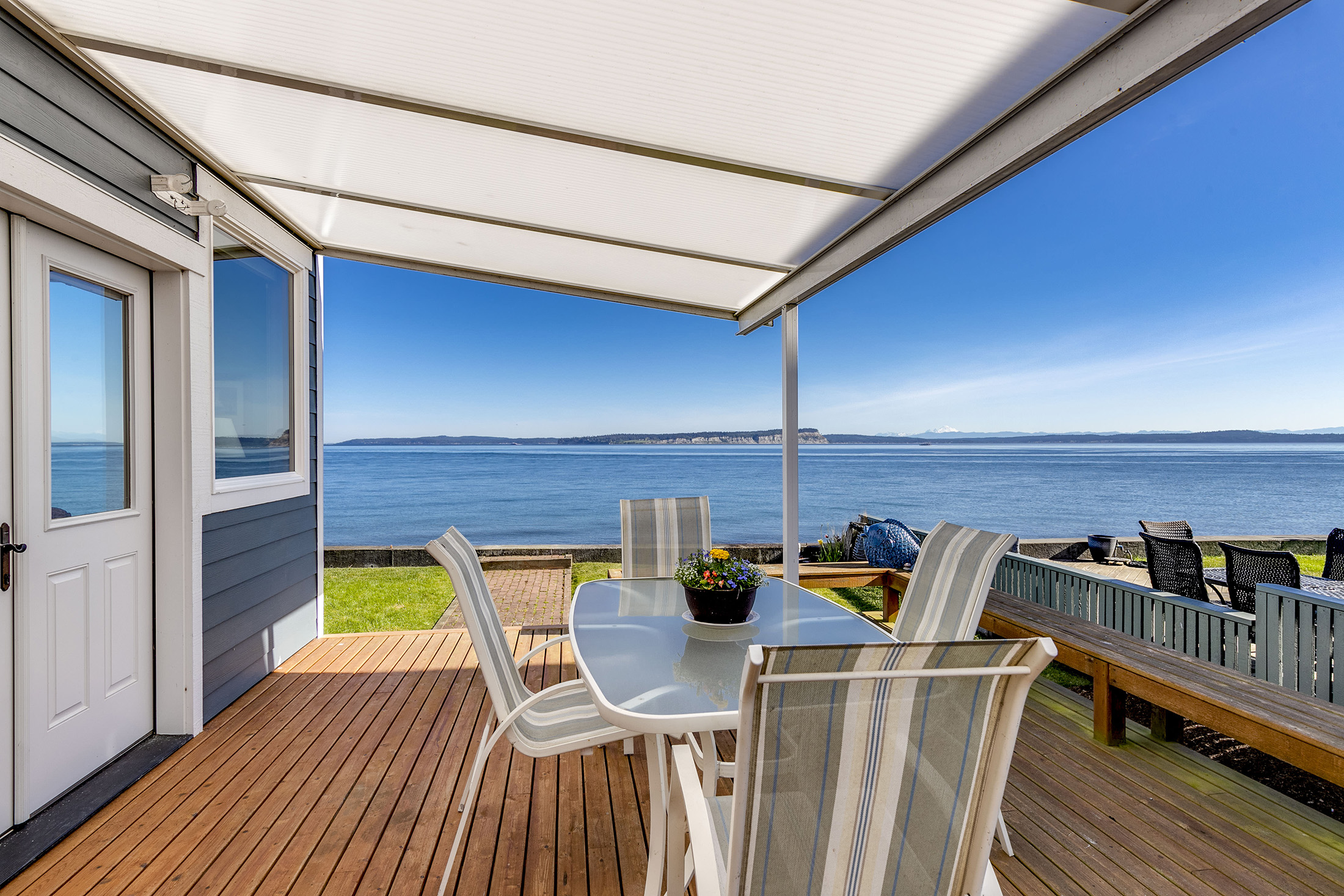 By the Numbers - The average residential waterfront prices paid were $837,000 among 11 homes sold at Hansville, and $895,000 among 36 homes sold at Poulsbo.