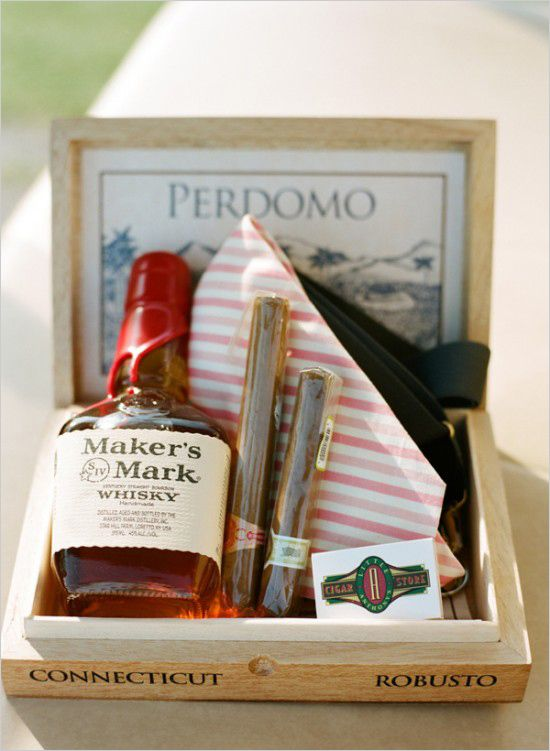 f66c7fbd962e0905dc3ff0be3905173d--groomsmen-gift-box-groomsman-gifts.jpg