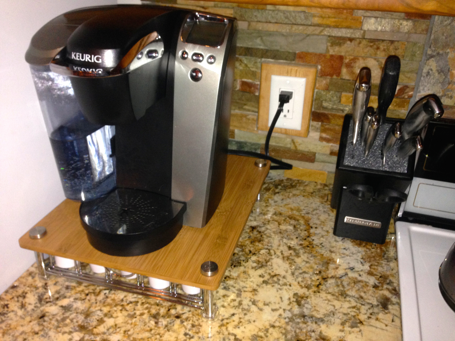 Keurig coffee maker and knives.
