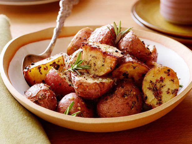 BXSP01H_rosemary-roasted-potatoes_s4x3.jpg.rend.sni18col.jpeg