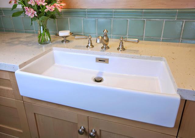 blue.blonde.wood.bathroom.design