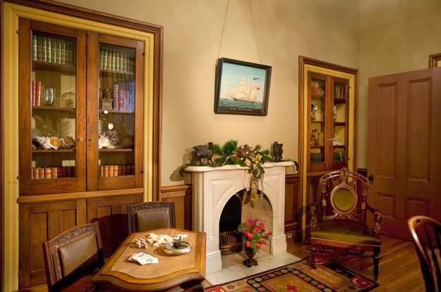 traditional.luxury.antique.livingroom