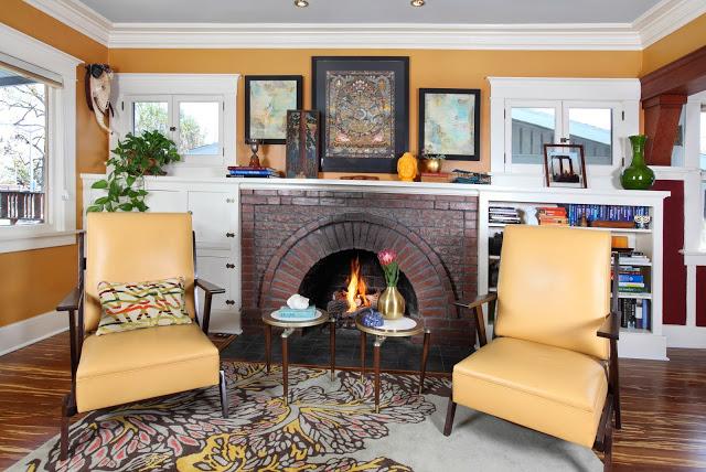 traditional.livingroom.fireplace