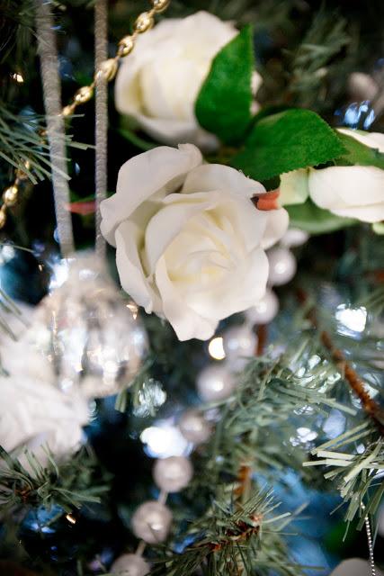 detail.floral.christmas.decor
