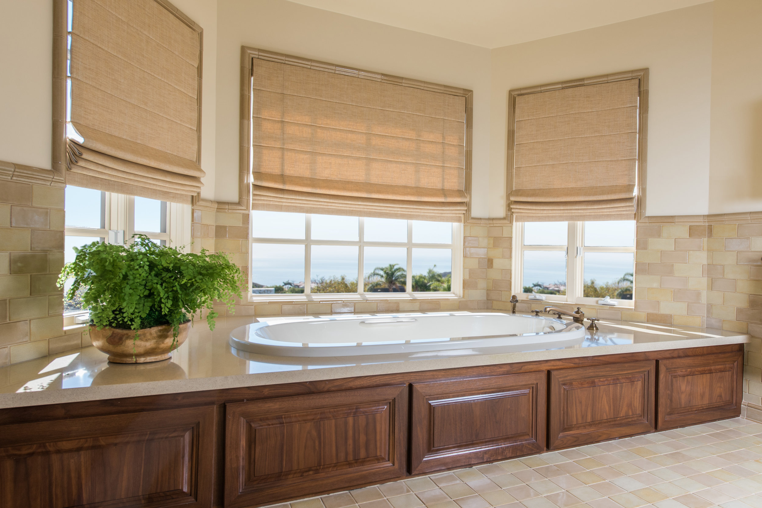 luxury.ocean.view.bathroom.design