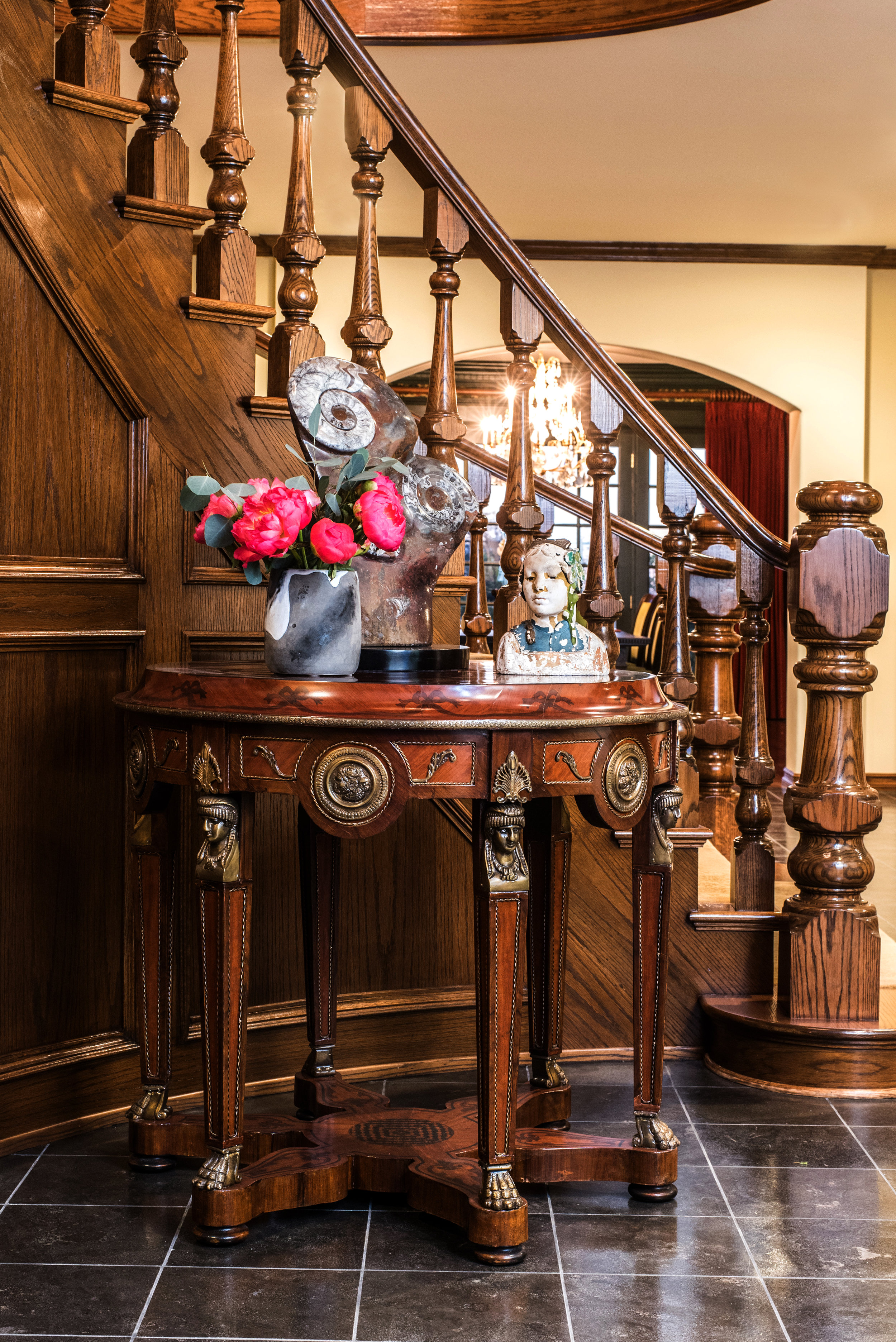 Sarah-barnard-design-traditiondal-grand-foyer-antique-jpg