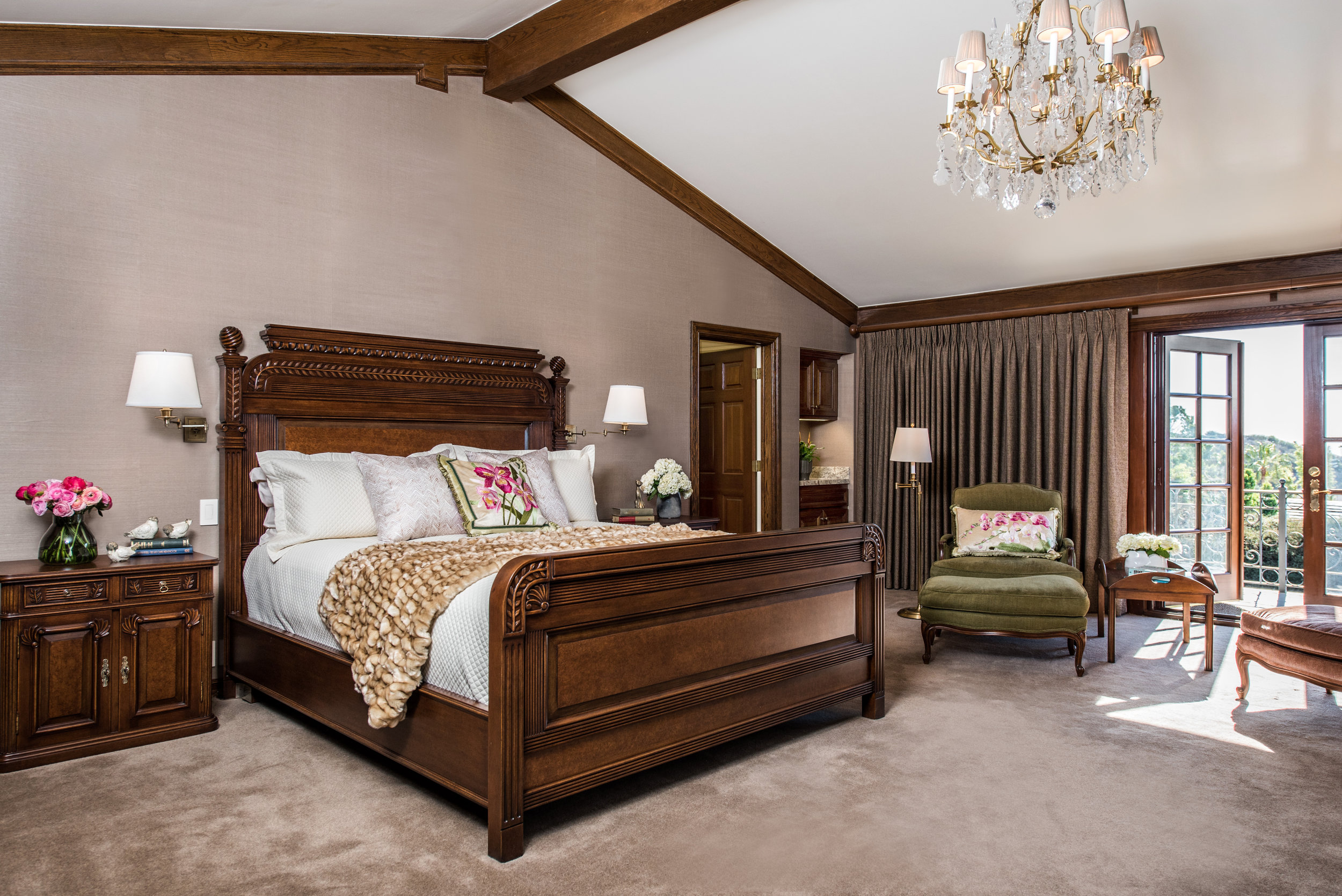 Sarah-barnard-design-traditiondal-palisades-master-bedroom.jpg