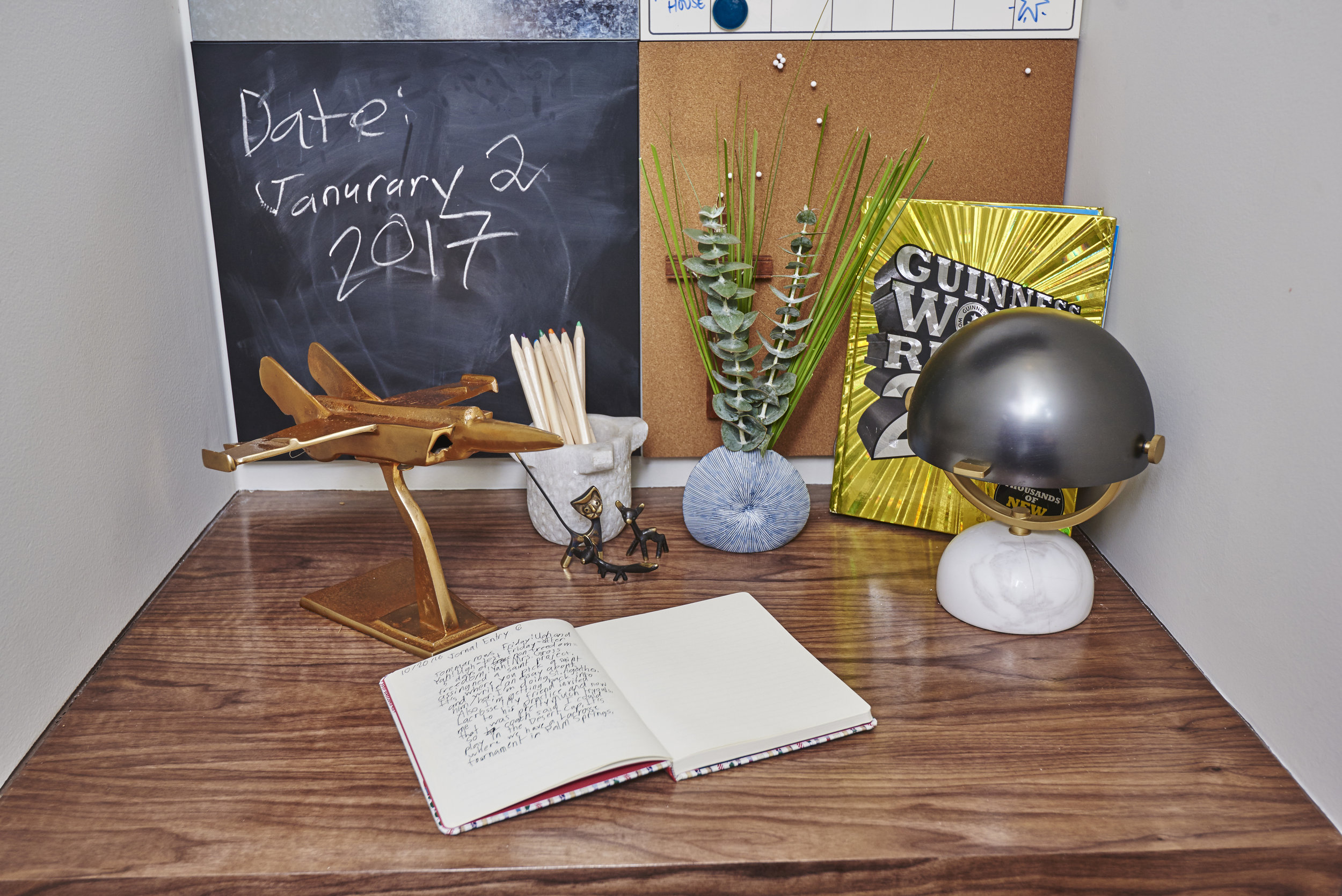 Sarah.barnard.design.modern.boy.bedroom.desk.jpg