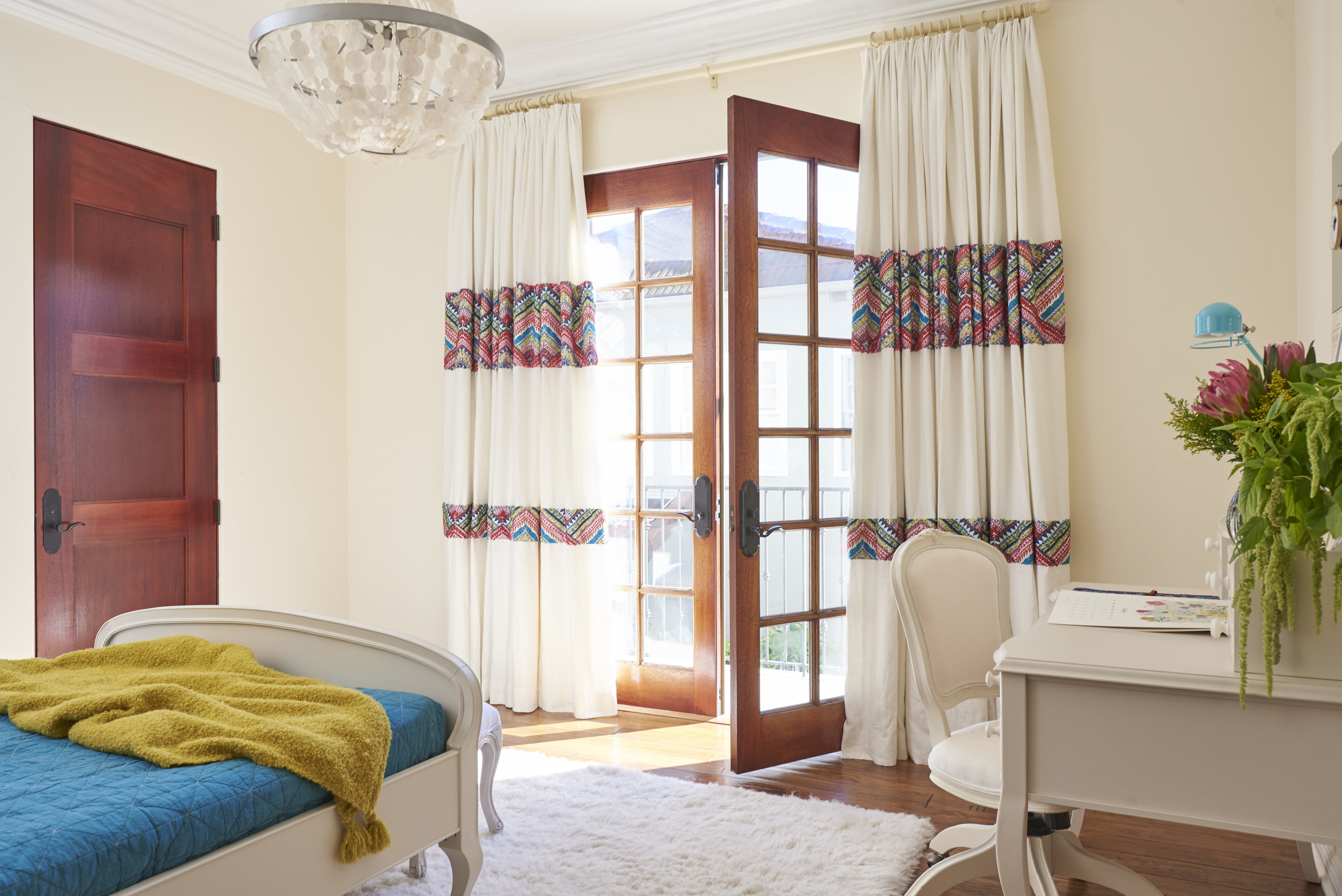 Sarah.barnard.design.modern.girls.bedroom.custom.drapes.jpg