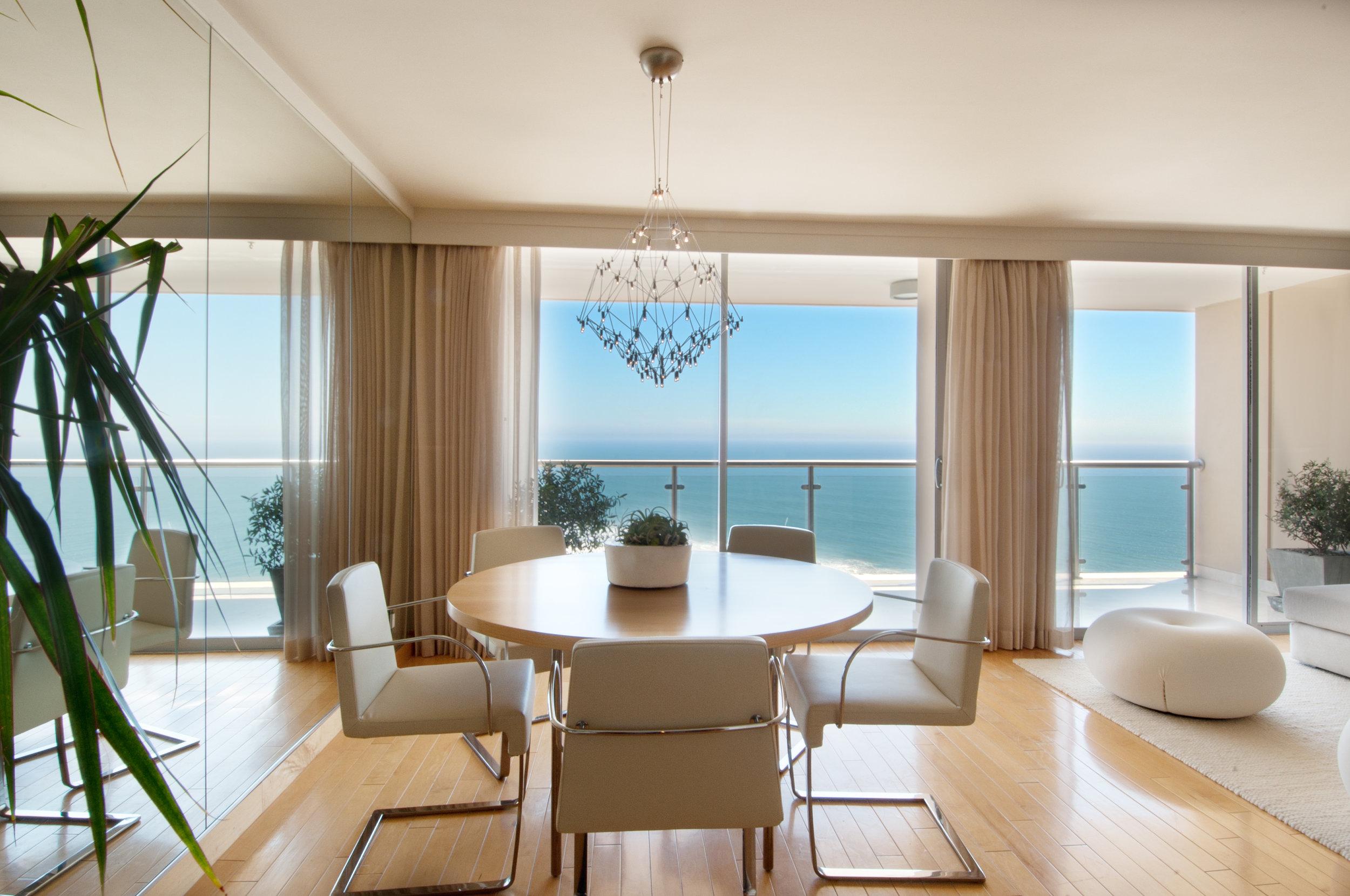 Sarah-barnard-design-modern-luxury-ocean-view-diningroom.jpg