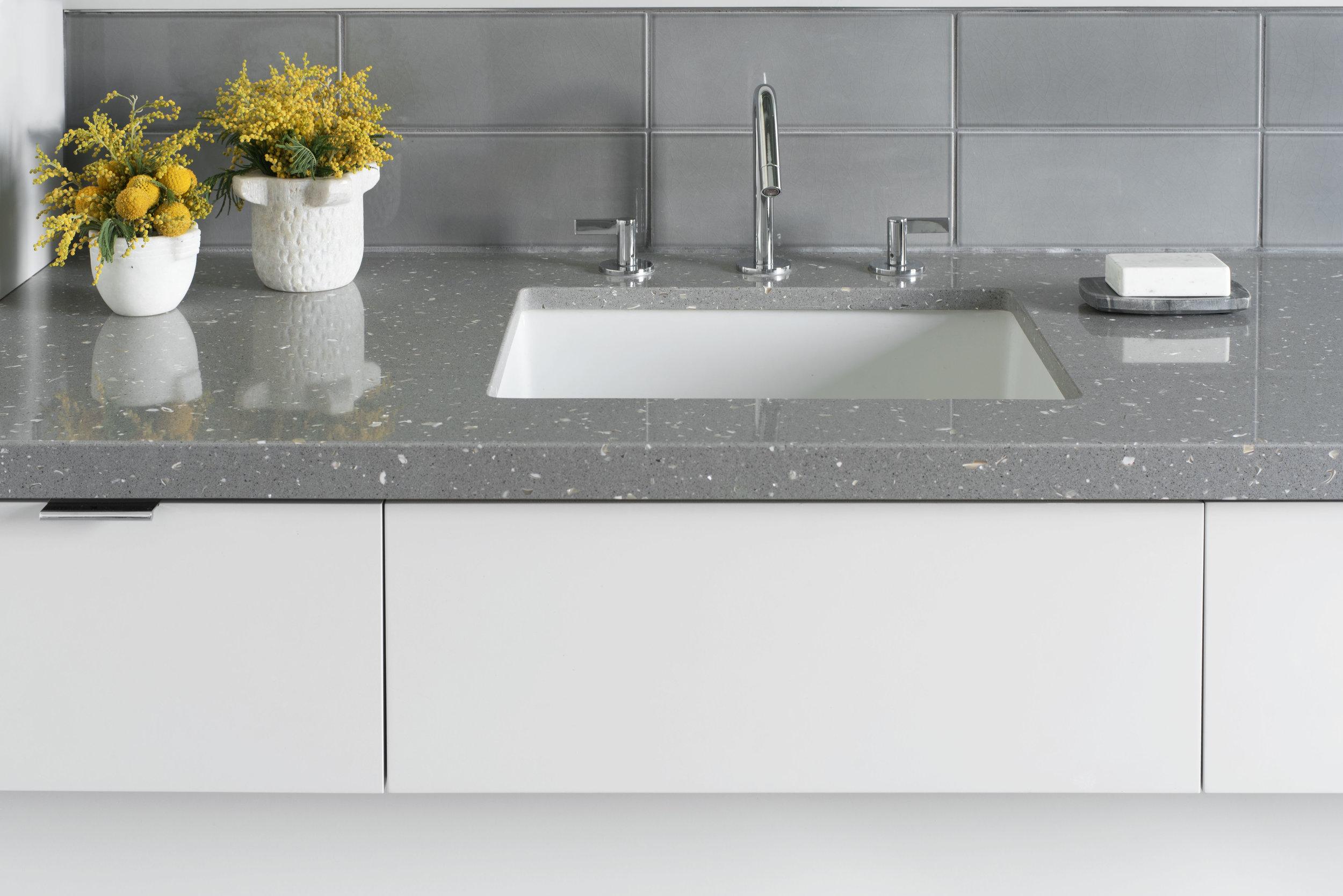 sarah-barnard-design-luxury-minimalism-santa-monica-vanity.jpg
