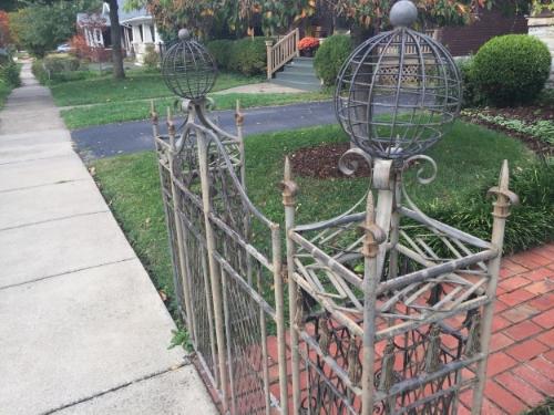 A neat little gate