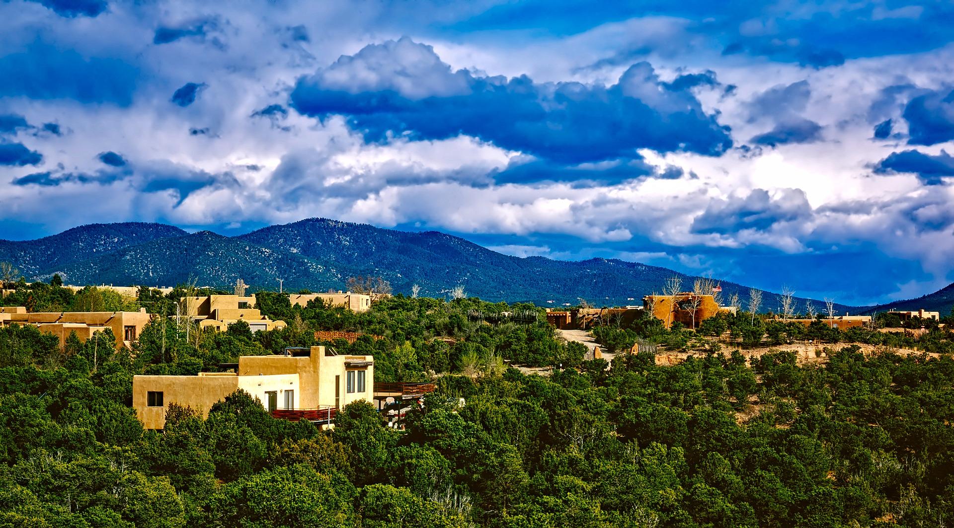 Esta es una foto pintoresca de Santa Fe, Nuevo México.