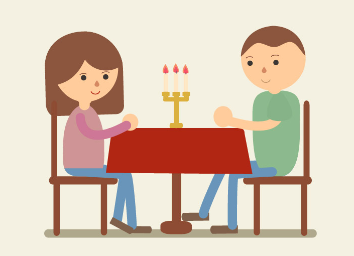 Ellos comen una cena muy romántica para celebrar su aniversario.