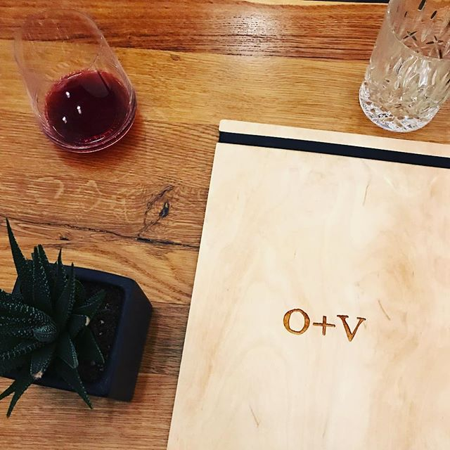 Had a nice little time at @oakandviolet! Not just because of the good company. Not just because of the yummy @bernarduswinery Pinot noir. But also, because of the fun vibe and awesome talent that went into designing this space. Check out these simple, but elegant bar menus. See what I mean? 🍷🍴🧡