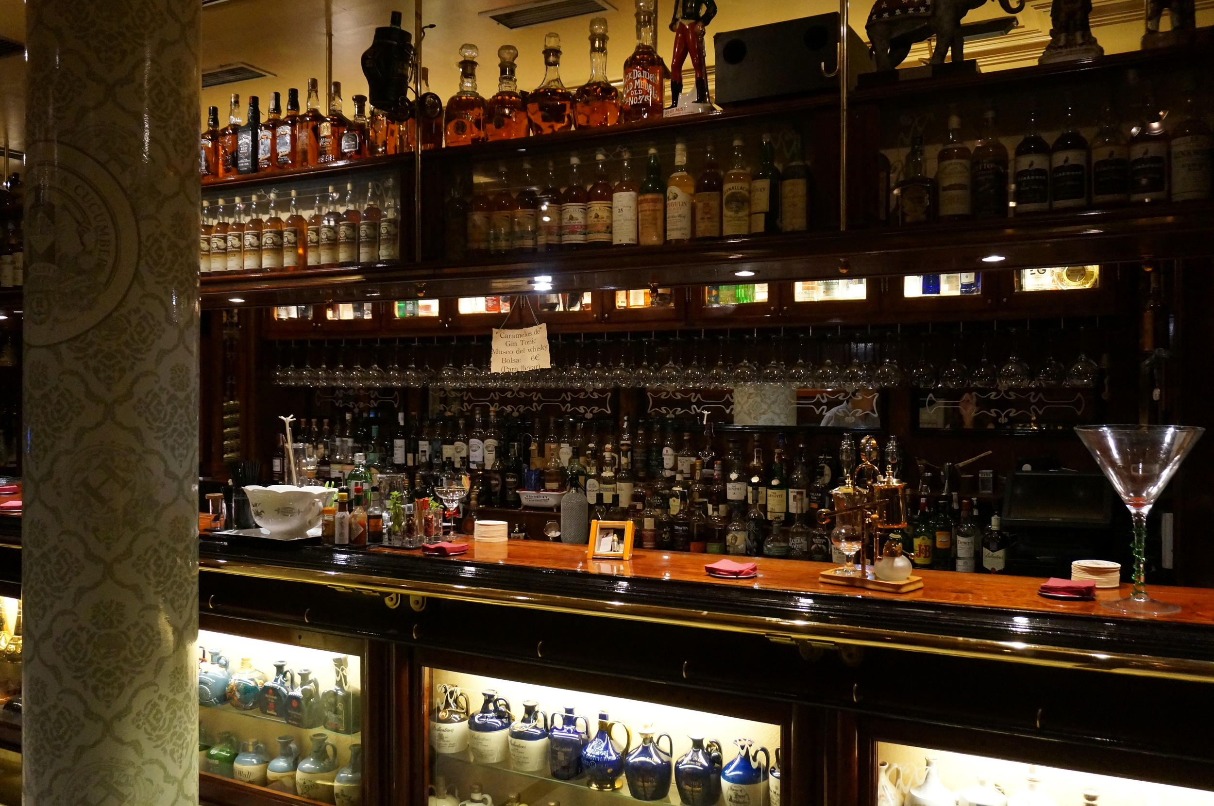 Whisky bar & museum