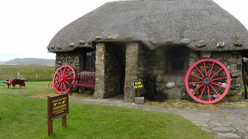 """The Skye Museum of Island Life depicts life in a traditional """"Tigh Dubh"""" or black house on a croft in the Scottish islands over 100 years ago.By HelgeRieder (Own work) [CC BY-SA 3.0 (http://creativecommons.org/licenses/by-sa/3.0) or GFDL (http://www.gnu.org/copyleft/fdl.html)], via Wikimedia Commons"""