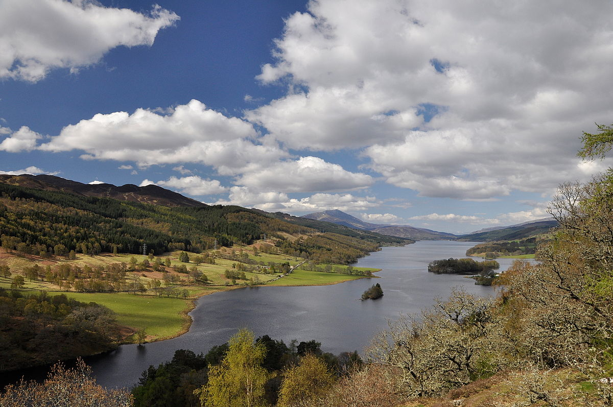 1200px-Schotland_Queen's_View_8-05-2010_10-39-44.JPG