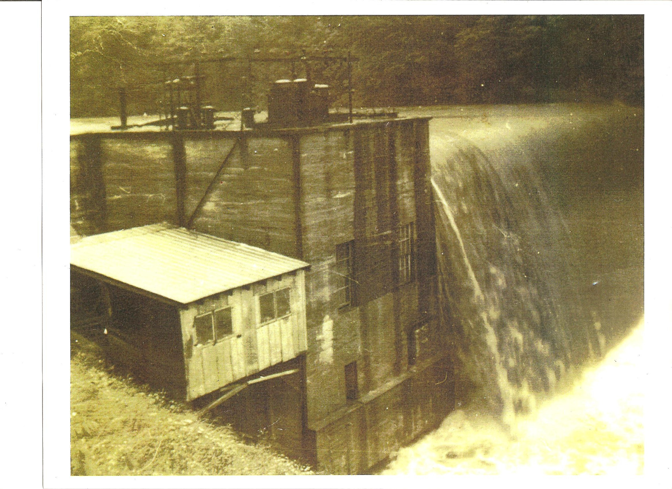 Cane River Dam 001.jpg