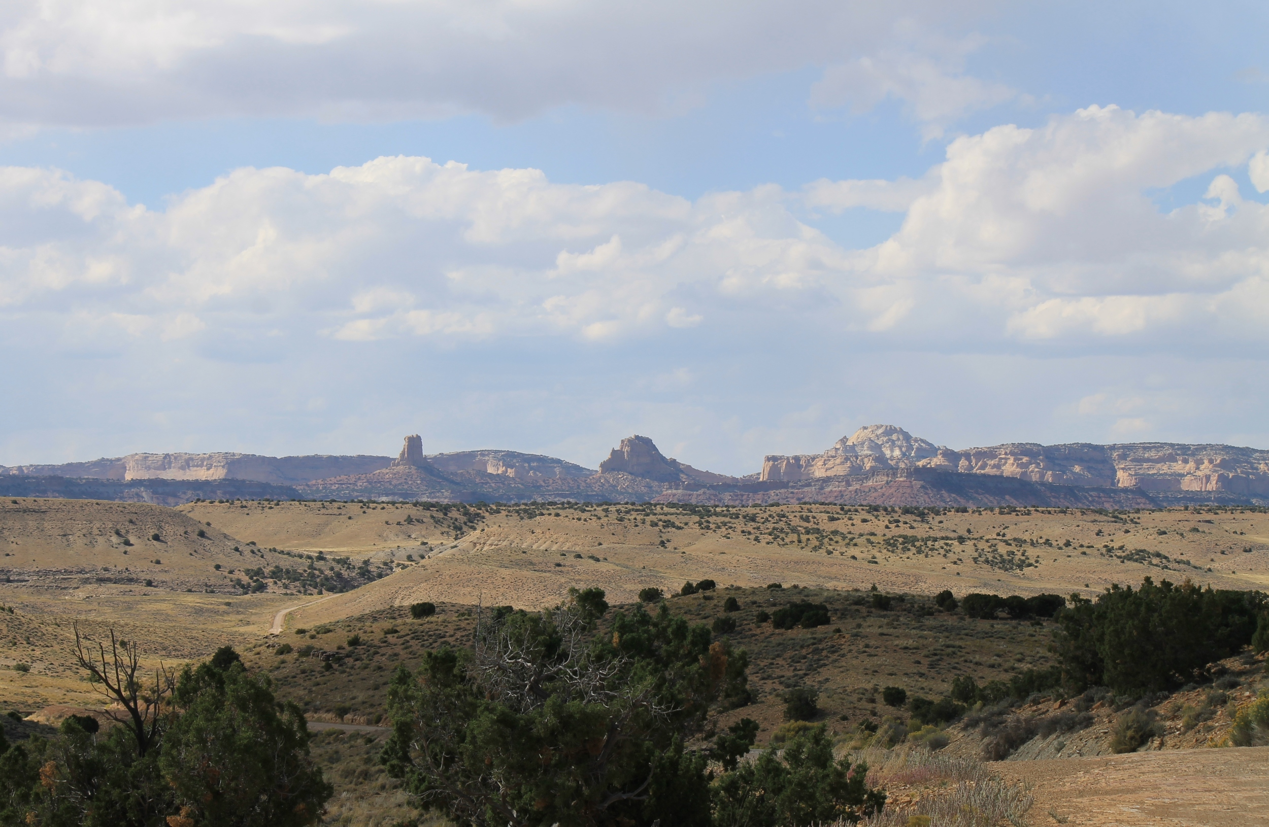 The westward view from the southern stretch of Temple Mountain Road.