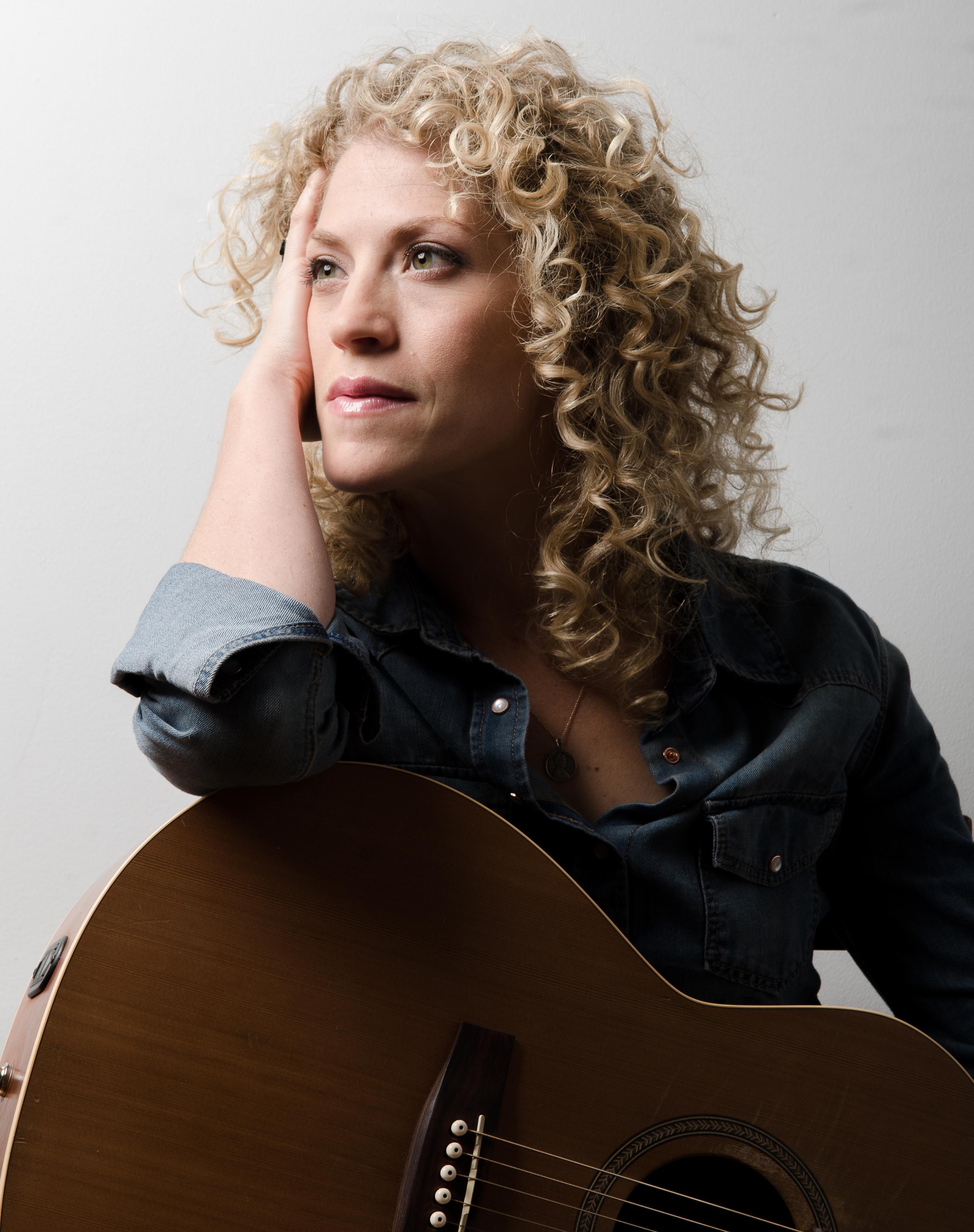 Sarah_Aili_Guitar_Singer_Songwriter_close_up_Briscoe_Savoy_Photography_Nashville.jpg