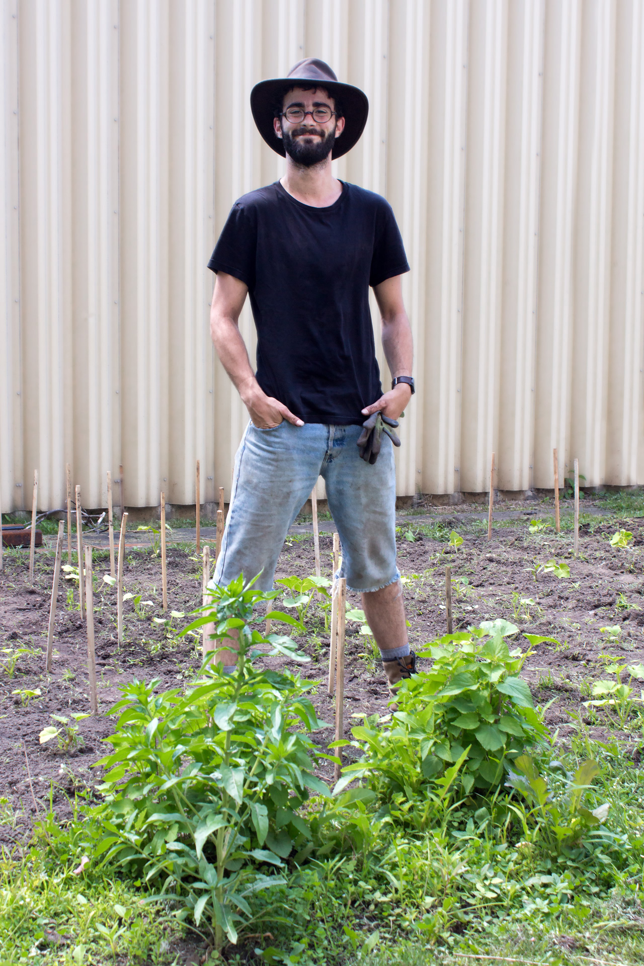 Florian taking over the vegetable garden of Collège André-Grasset left in need of good care.