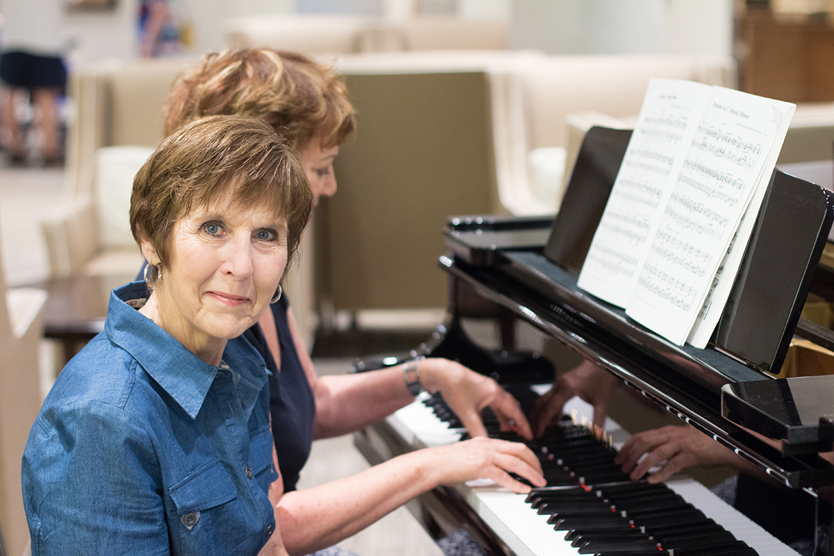 Gisèle et Nicole au piano